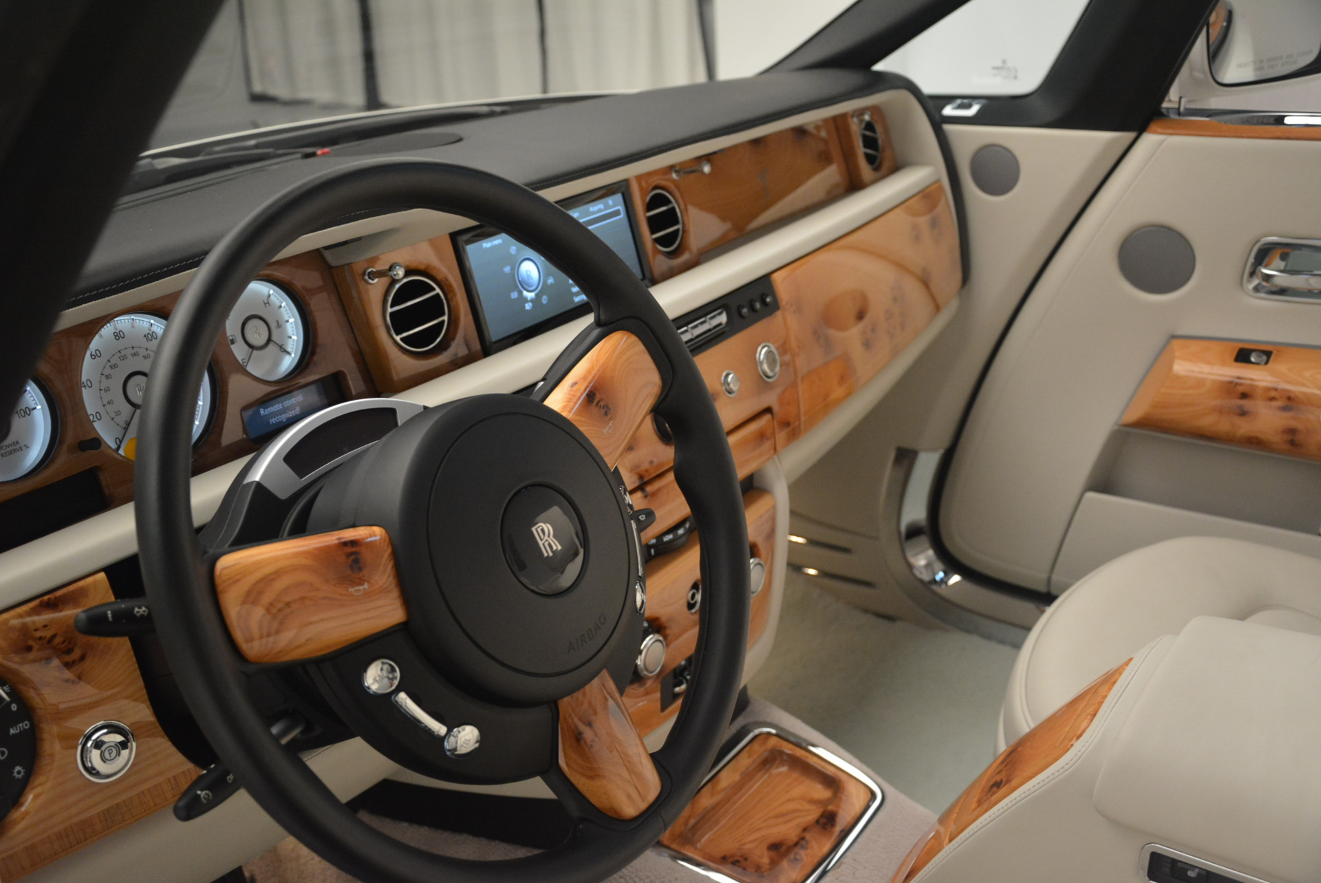 Used 2013 Rolls-Royce Phantom Drophead Coupe  For Sale In Greenwich, CT 2444_p21