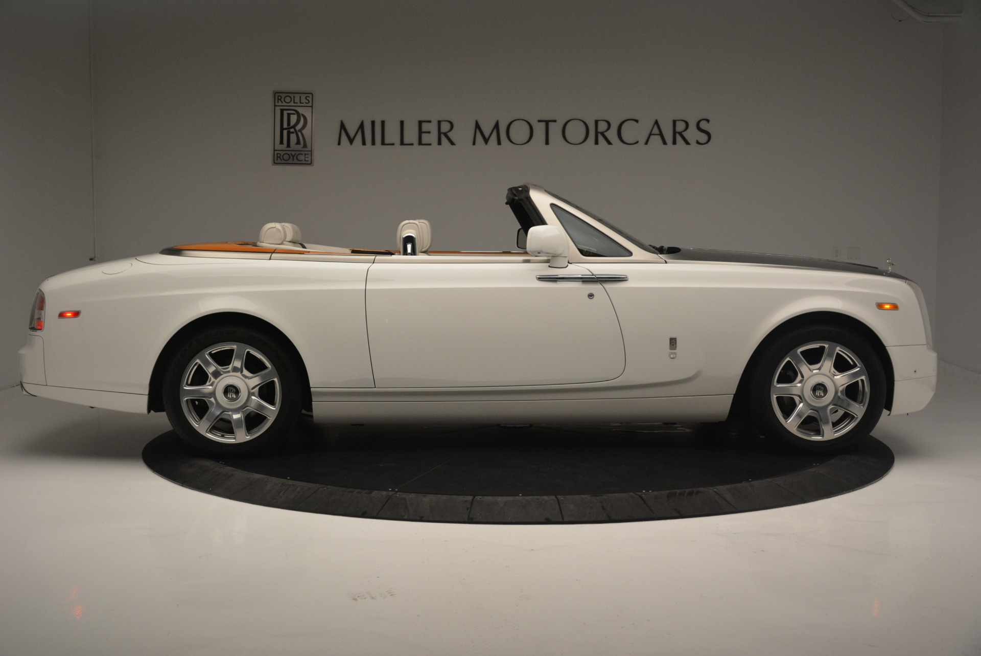 Used 2013 Rolls-Royce Phantom Drophead Coupe  For Sale In Greenwich, CT 2444_p6