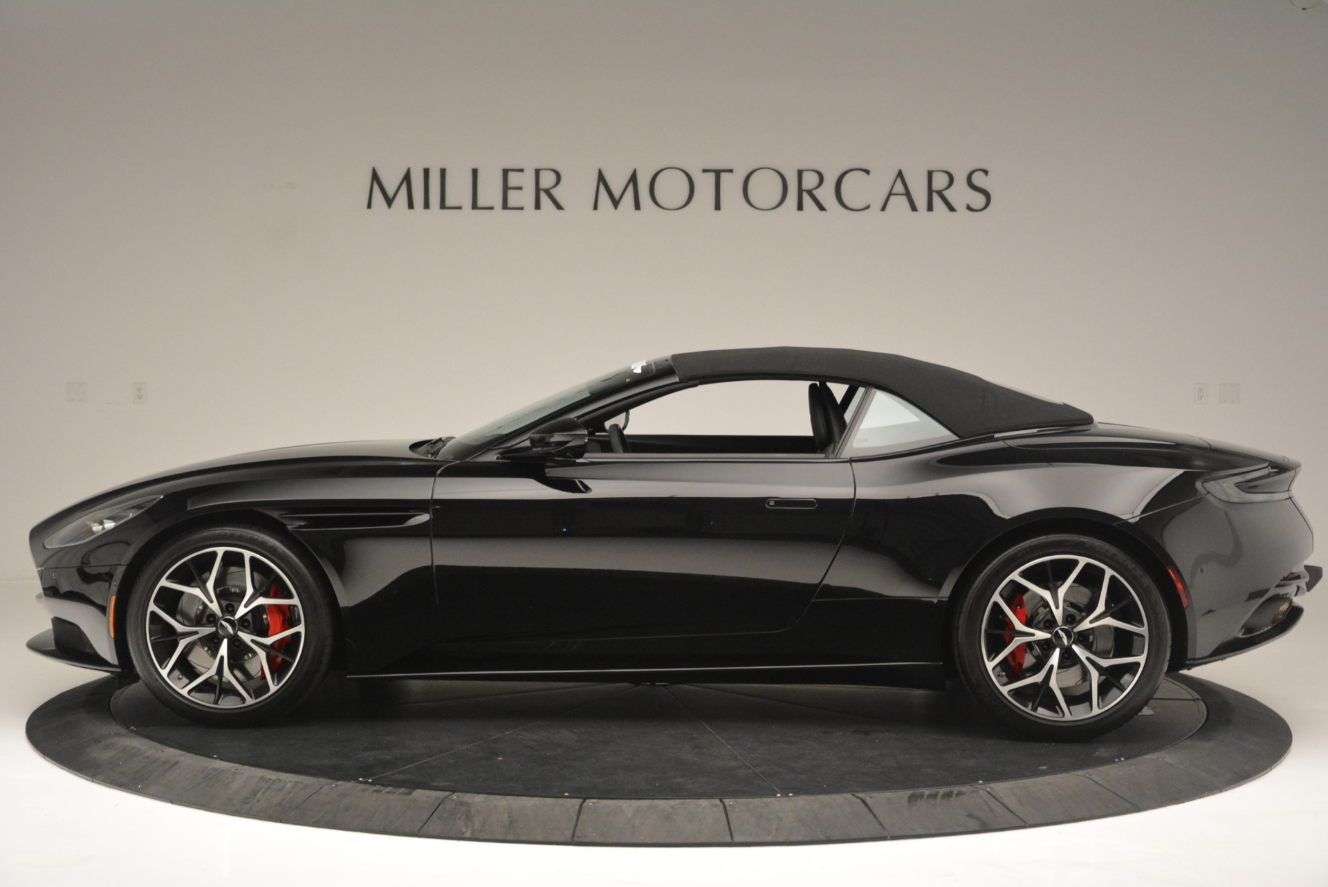 New 2019 Aston Martin DB11 V8 Convertible For Sale In Greenwich, CT 2446_p15