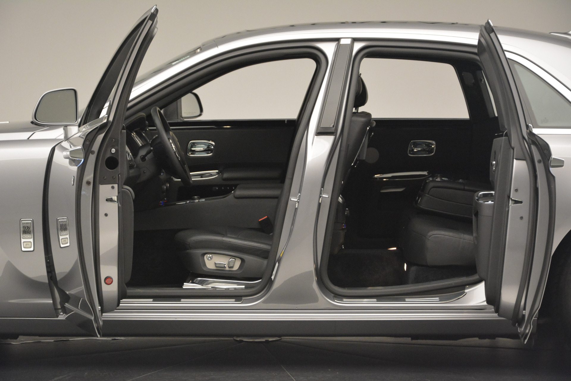 Used 2012 Rolls-Royce Ghost  For Sale In Greenwich, CT 2447_p4