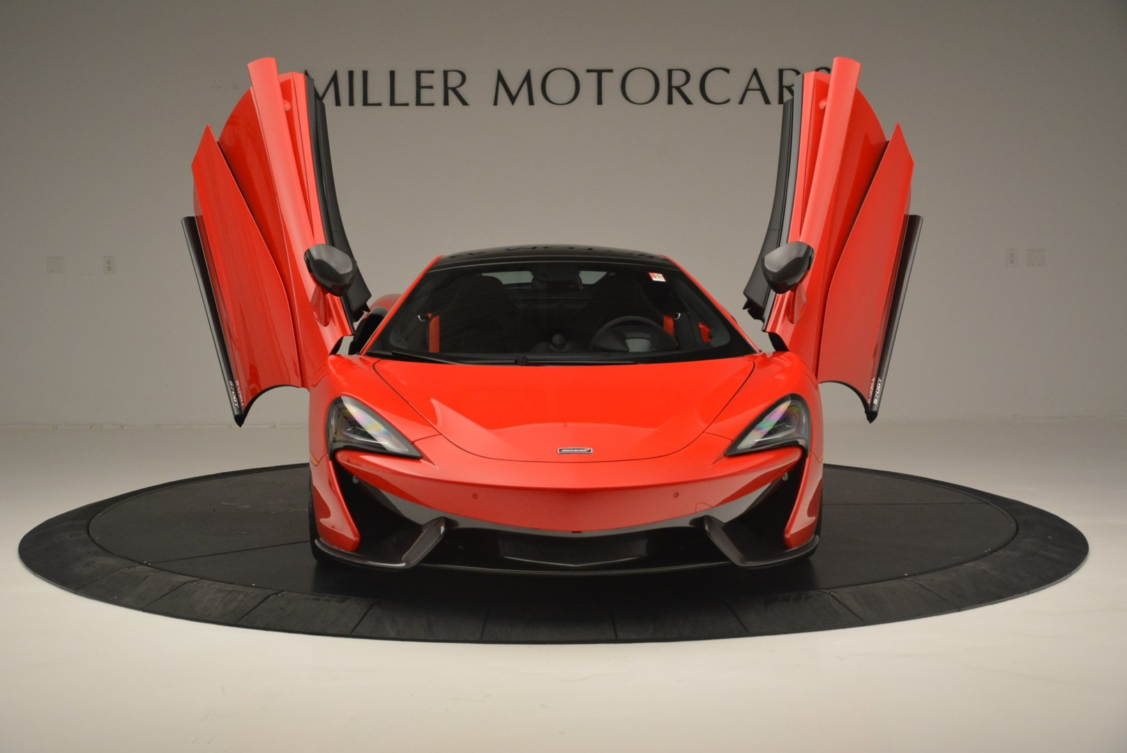 Used 2018 McLaren 570GT  For Sale In Greenwich, CT 2462_p13