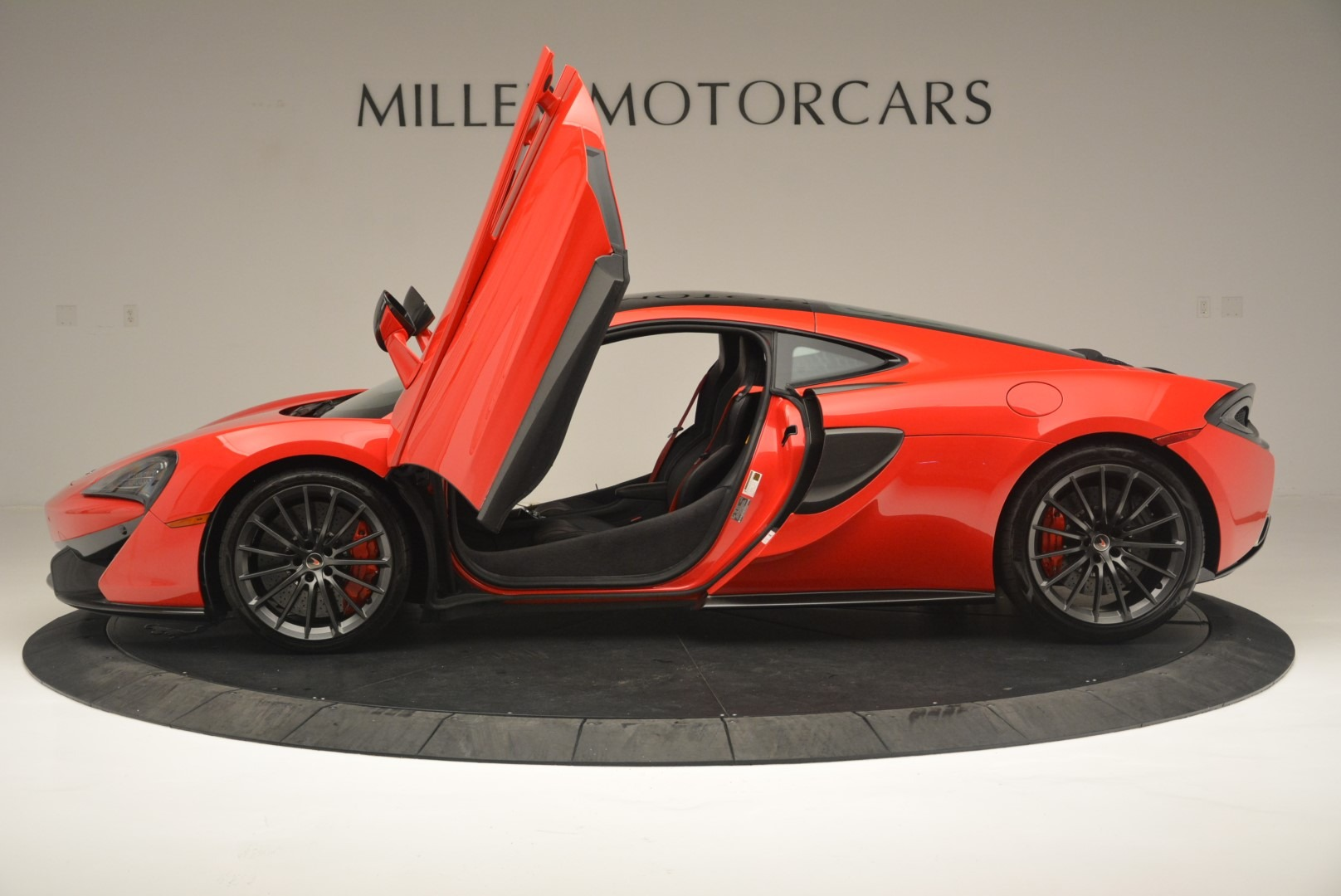 Used 2018 McLaren 570GT  For Sale In Greenwich, CT 2462_p15