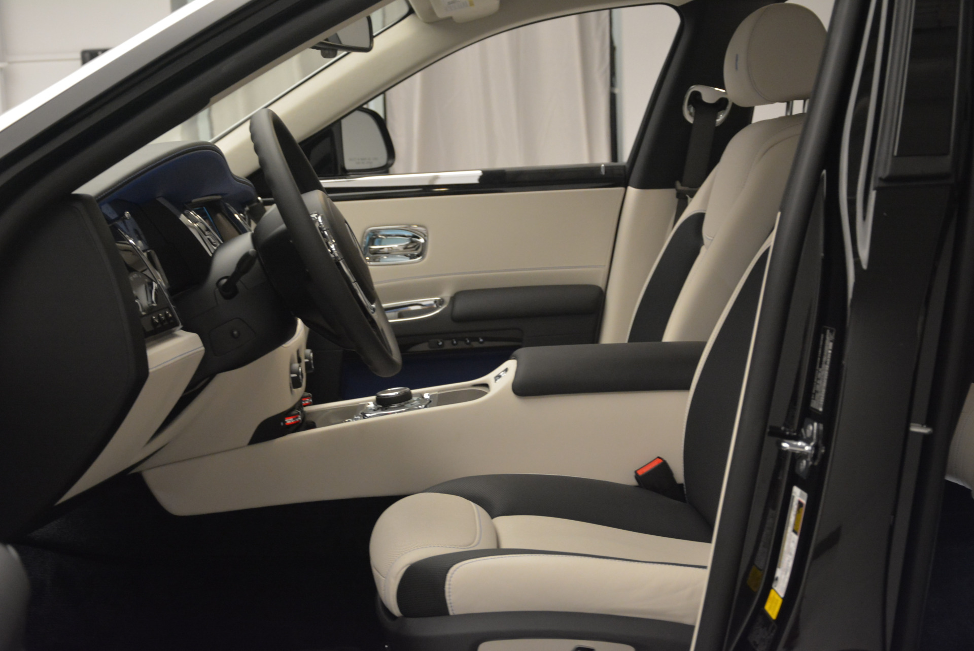 Used 2019 Rolls-Royce Ghost  For Sale In Greenwich, CT 2485_p10