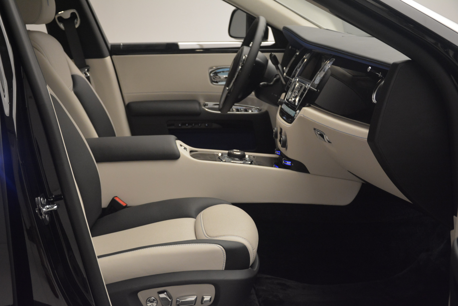 Used 2019 Rolls-Royce Ghost  For Sale In Greenwich, CT 2485_p11