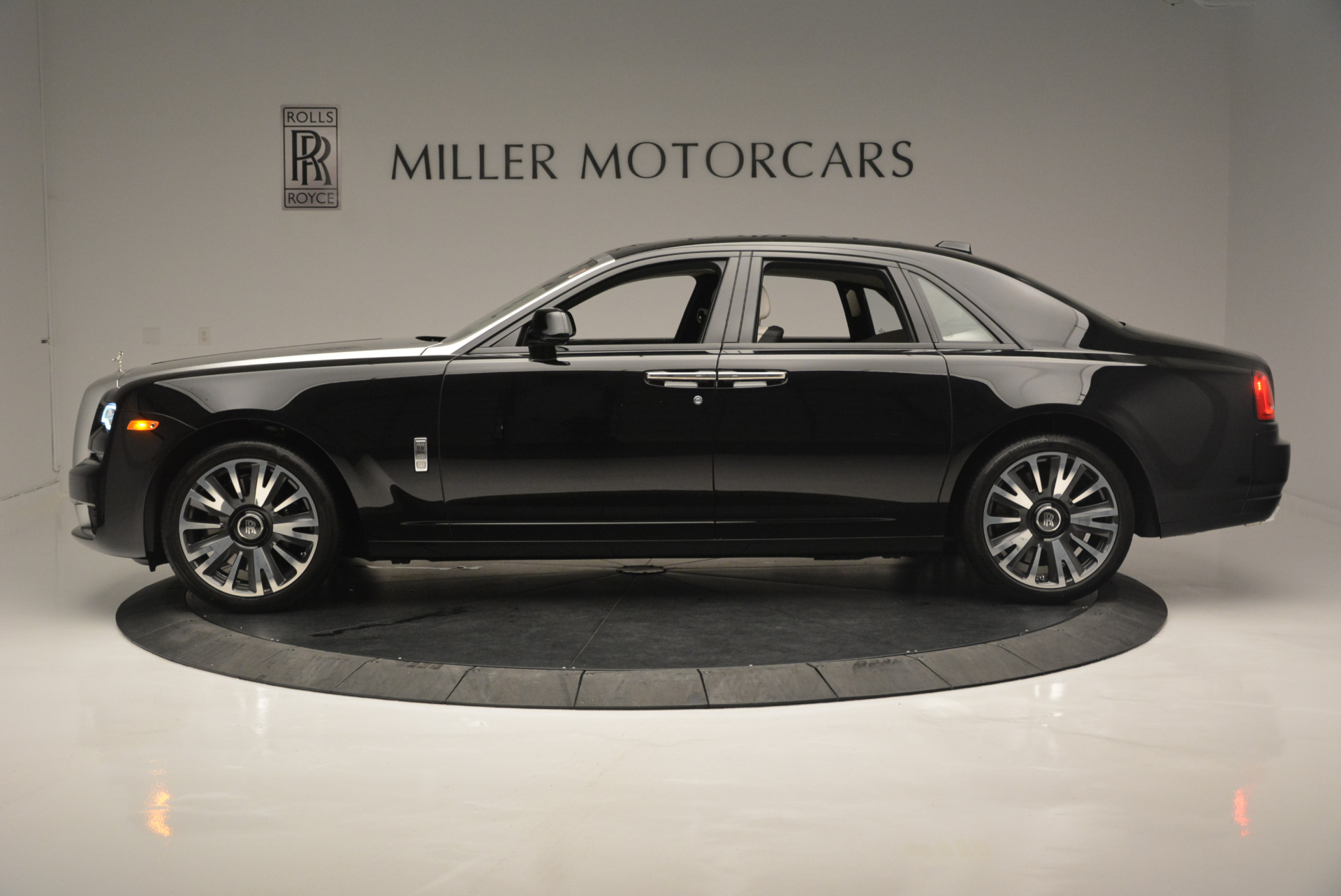 Used 2019 Rolls-Royce Ghost  For Sale In Greenwich, CT 2485_p3