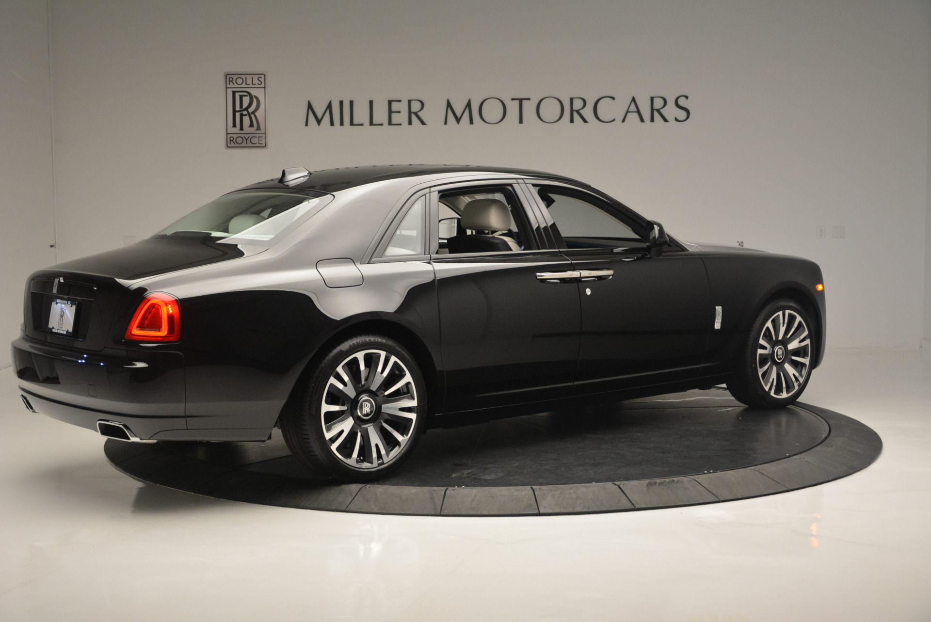 Used 2019 Rolls-Royce Ghost  For Sale In Greenwich, CT 2485_p6