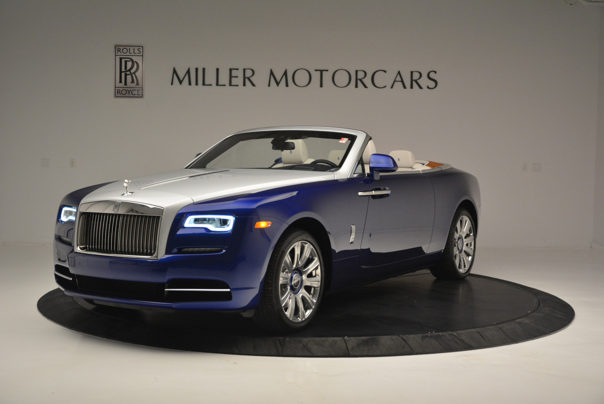 New 2019 Rolls-Royce Dawn  For Sale In Greenwich, CT 2533_main