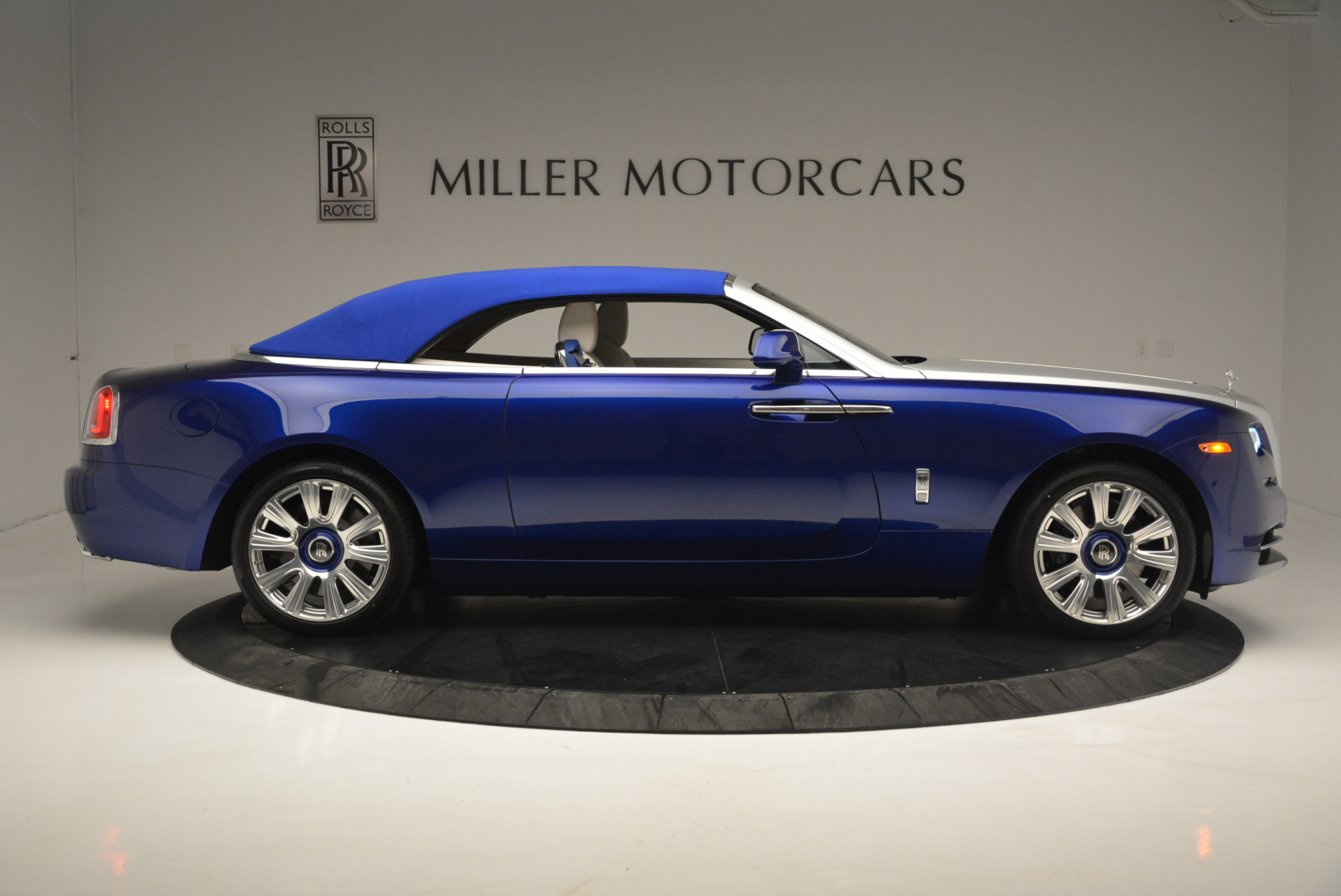 New 2019 Rolls-Royce Dawn  For Sale In Greenwich, CT 2533_p14
