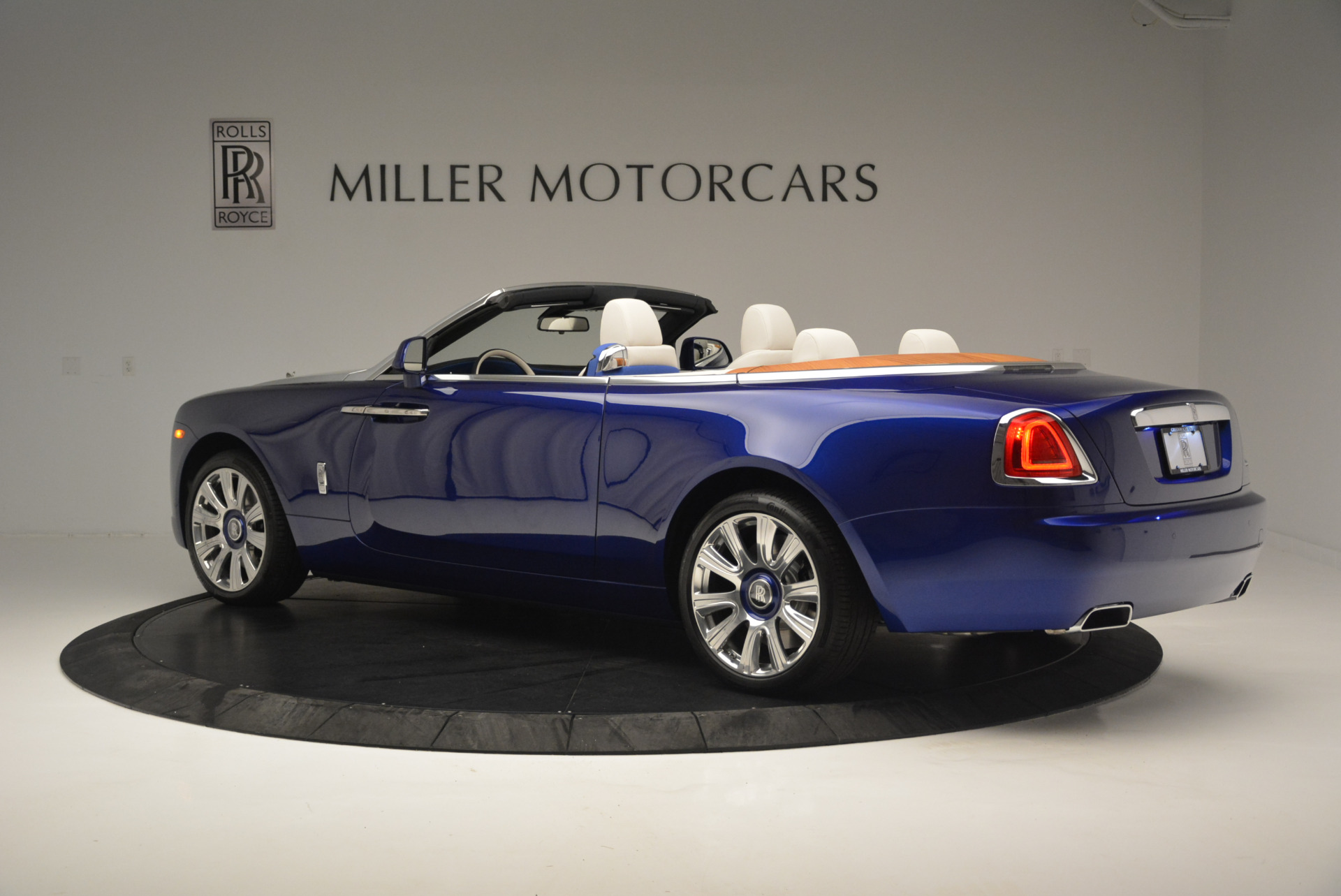 New 2019 Rolls-Royce Dawn  For Sale In Greenwich, CT 2533_p3