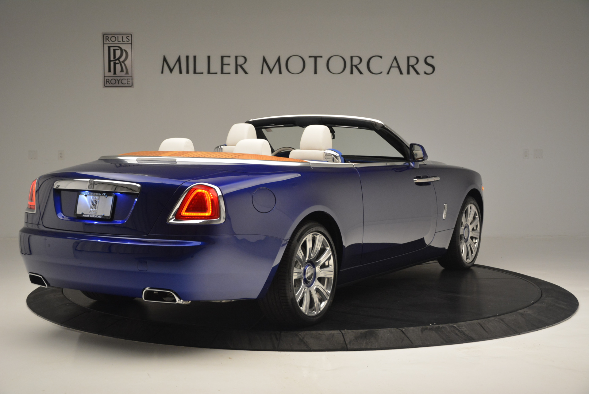 New 2019 Rolls-Royce Dawn  For Sale In Greenwich, CT 2533_p5