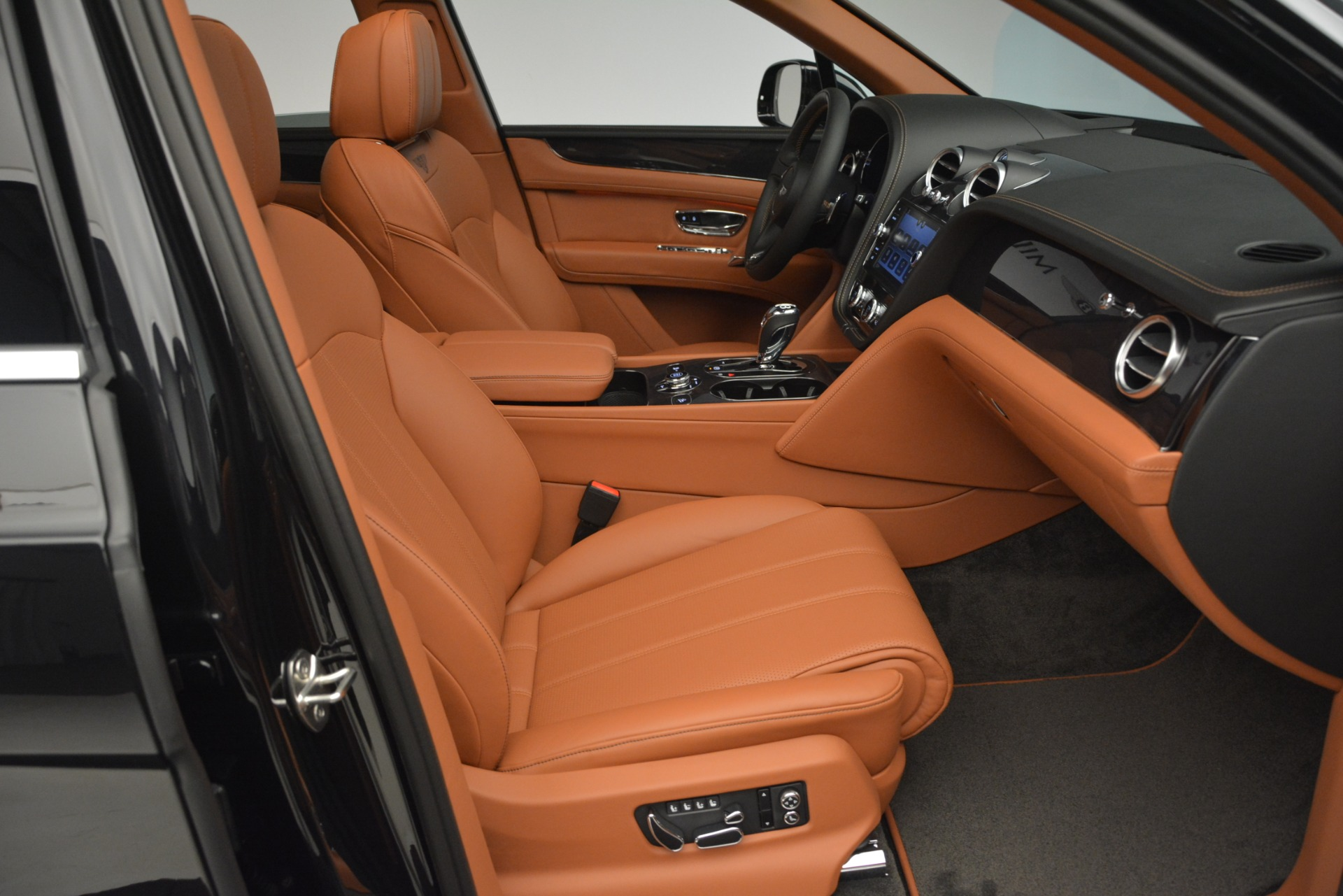 New 2019 Bentley Bentayga V8 For Sale In Greenwich, CT 2537_p25
