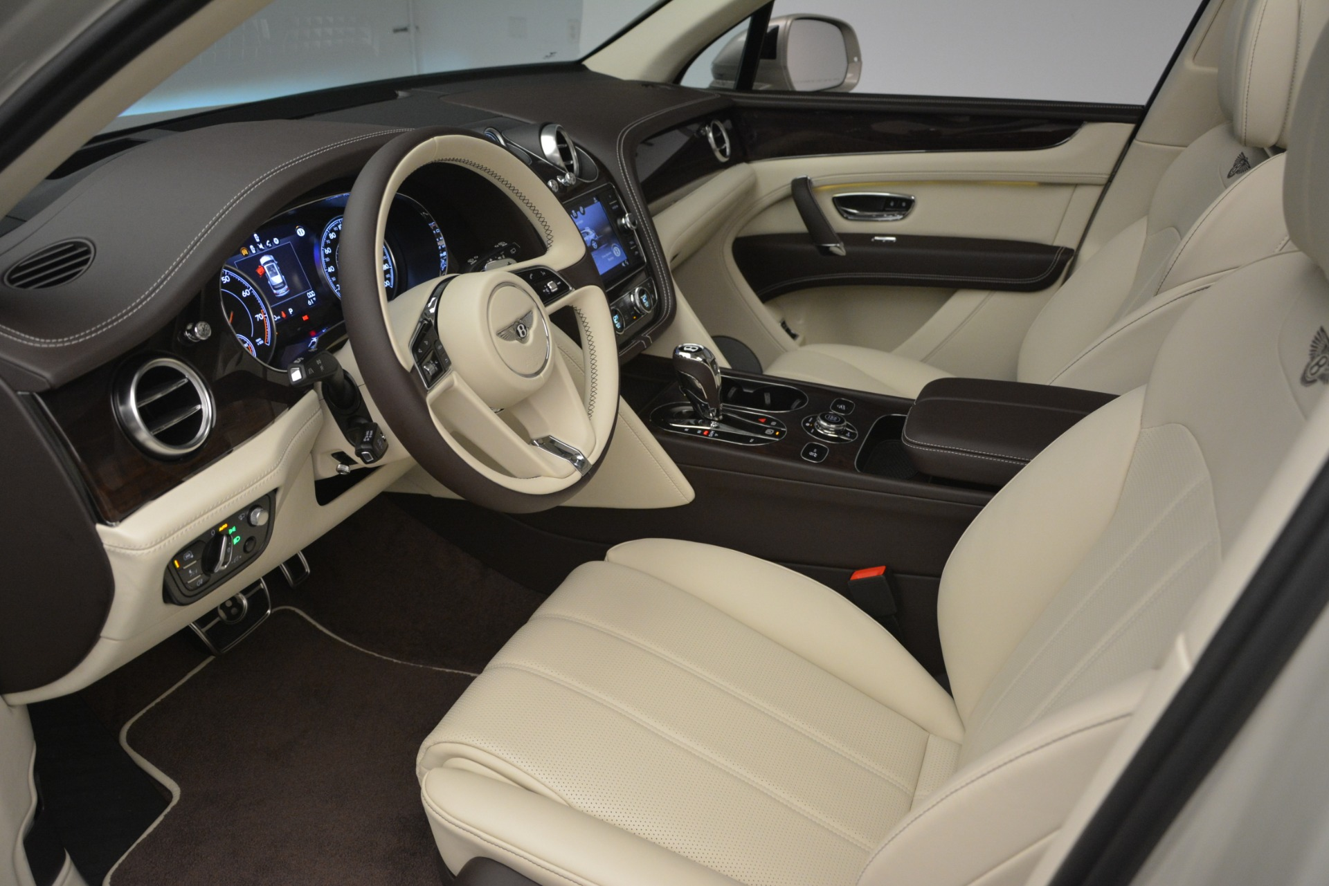 New 2019 Bentley Bentayga V8 For Sale In Greenwich, CT 2538_p17