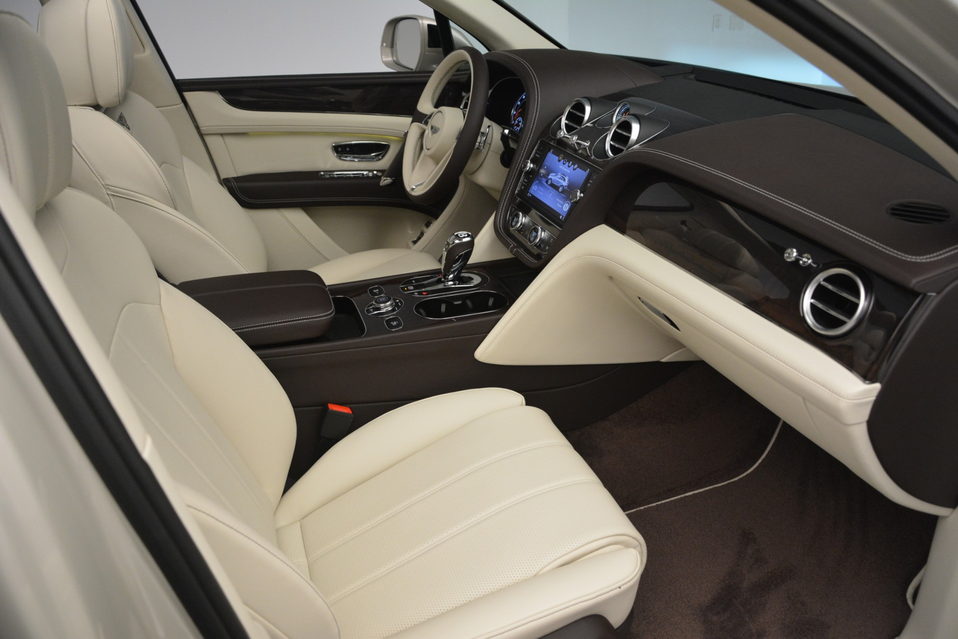 New 2019 Bentley Bentayga V8 For Sale In Greenwich, CT 2538_p25