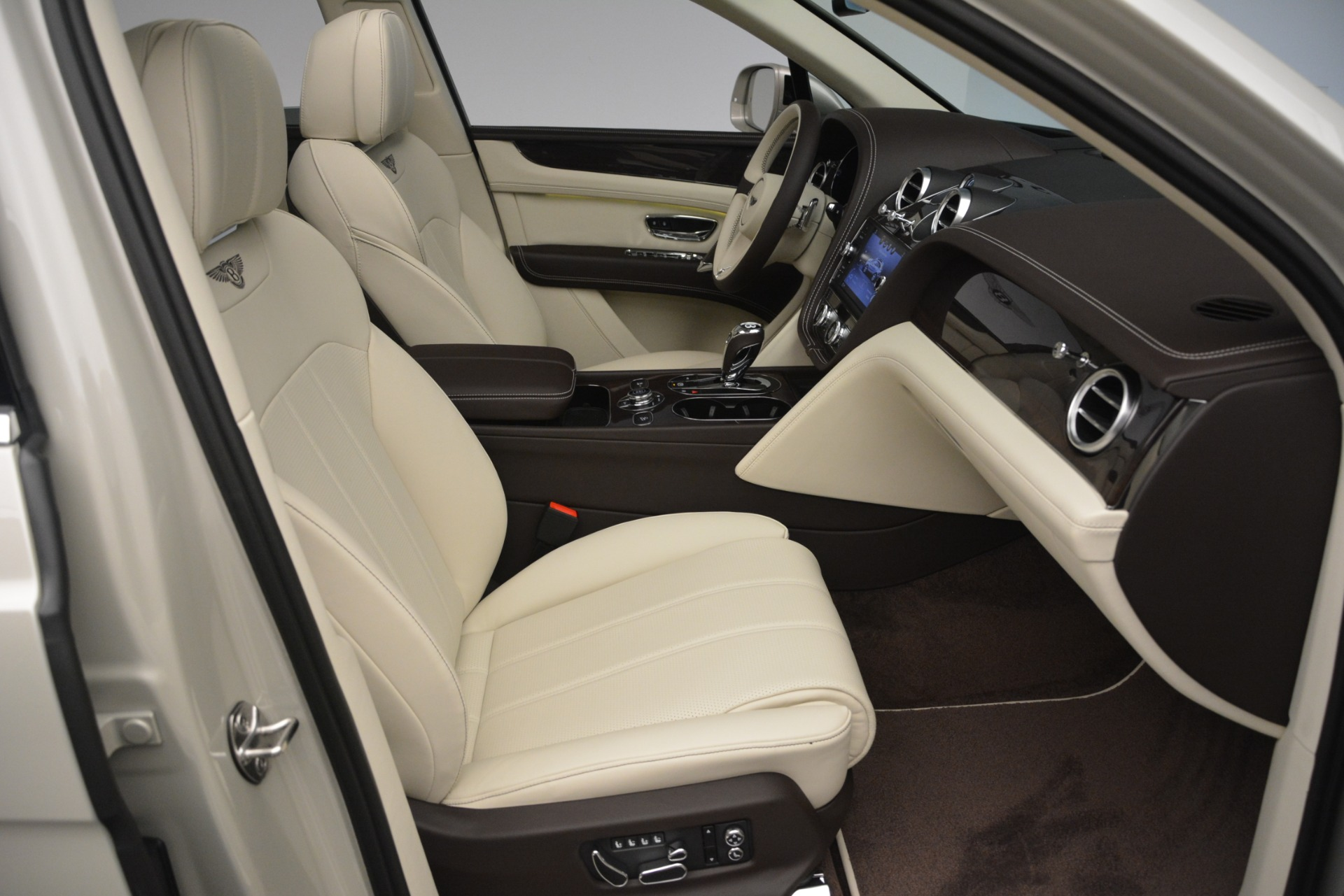 New 2019 Bentley Bentayga V8 For Sale In Greenwich, CT 2538_p26