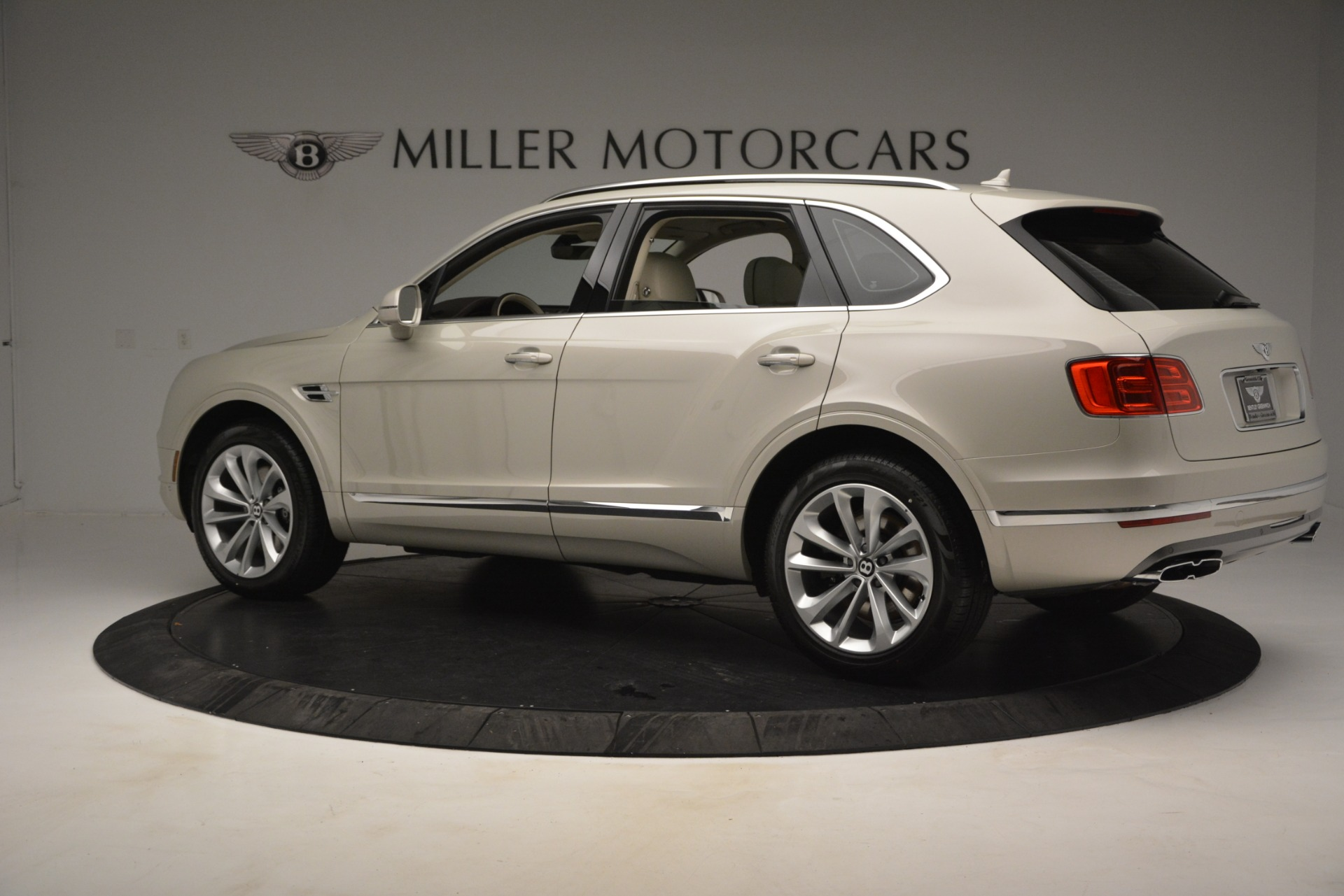 New 2019 Bentley Bentayga V8 For Sale In Greenwich, CT 2538_p4