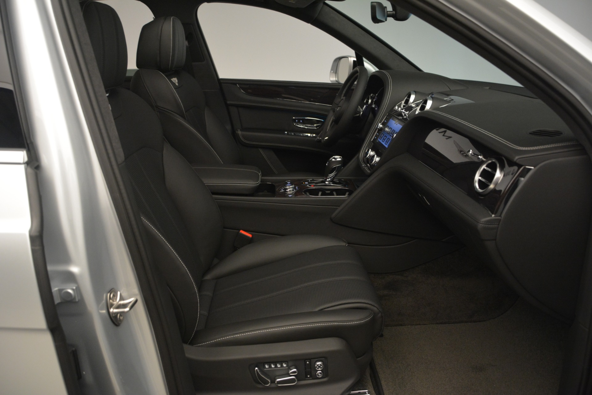 New 2019 Bentley Bentayga V8 For Sale In Greenwich, CT 2540_p27