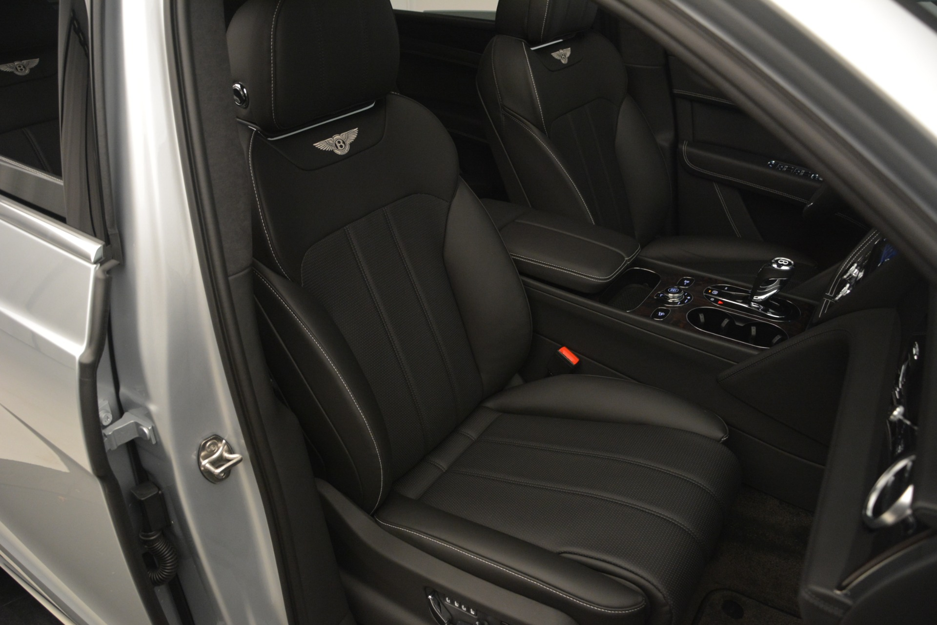 New 2019 Bentley Bentayga V8 For Sale In Greenwich, CT 2540_p28