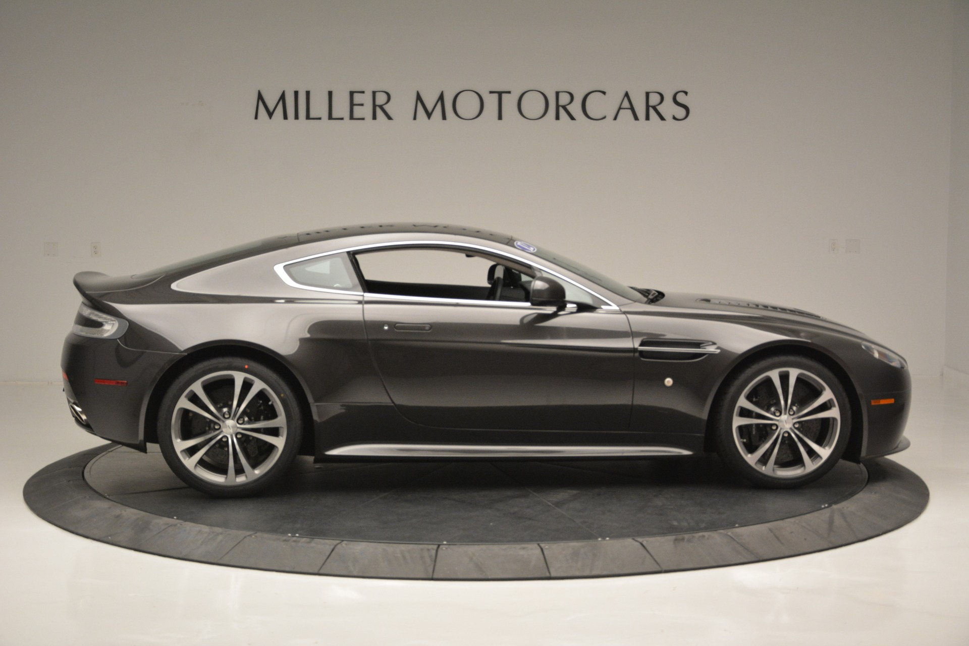 Used 2012 Aston Martin V12 Vantage Coupe For Sale In Greenwich, CT 2544_p9