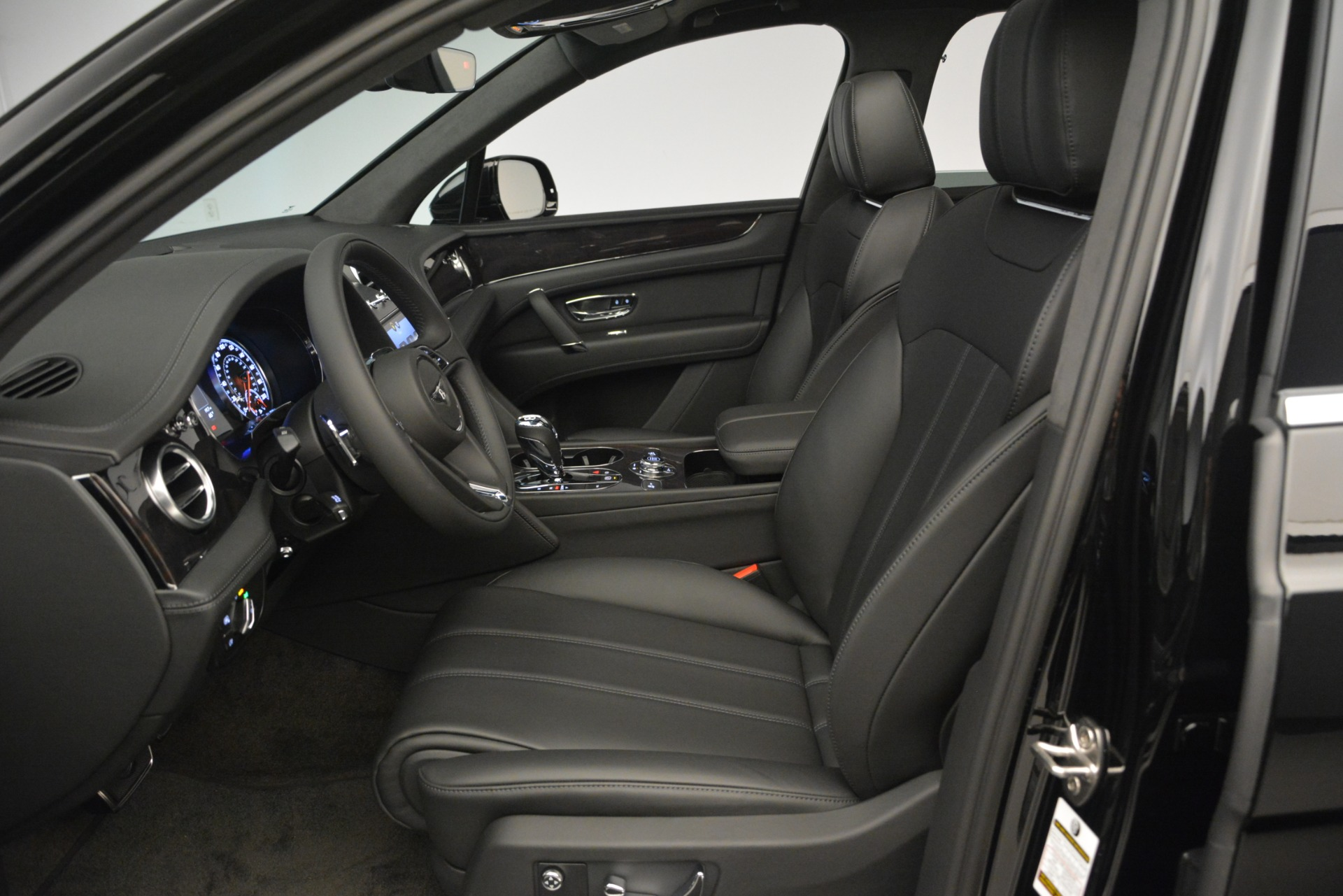 New 2019 Bentley Bentayga V8 For Sale In Greenwich, CT 2545_p18