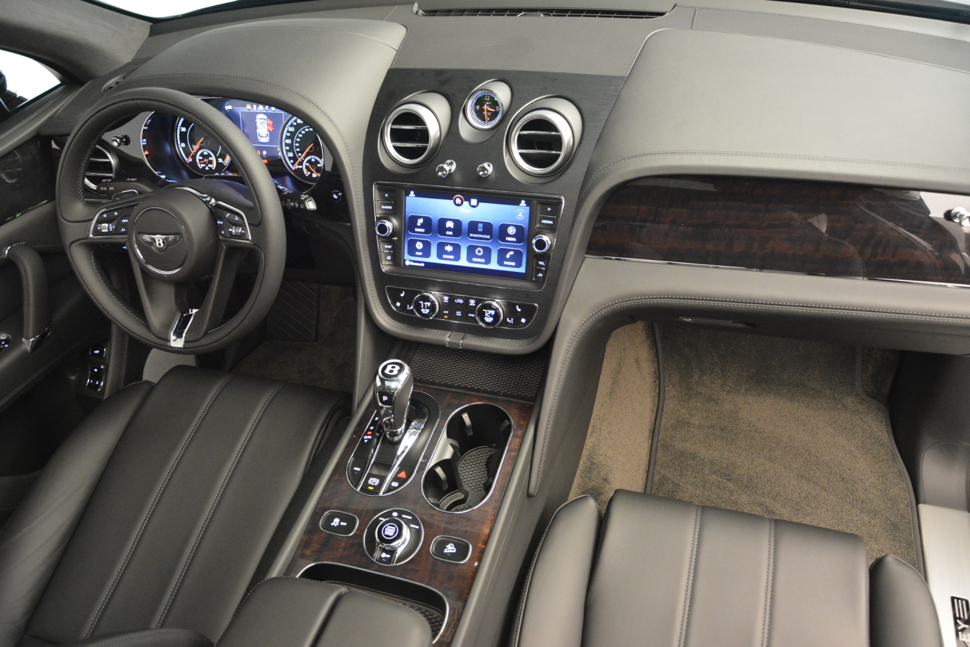 New 2019 Bentley Bentayga V8 For Sale In Greenwich, CT 2545_p32