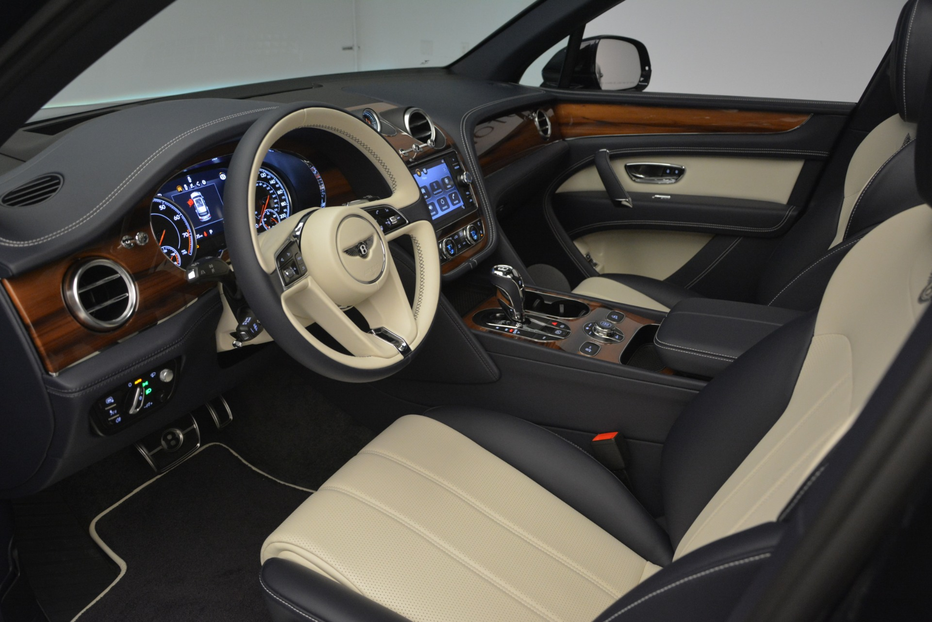 New 2019 Bentley Bentayga V8 For Sale In Greenwich, CT 2546_p17