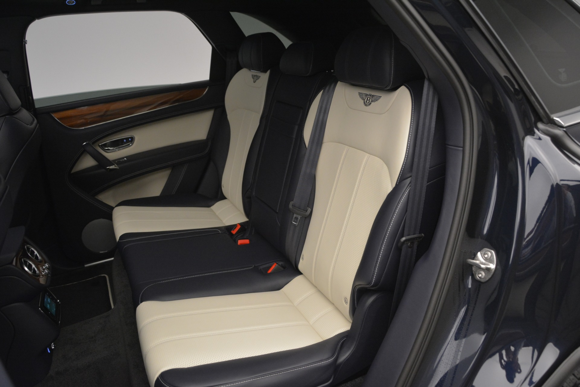New 2019 Bentley Bentayga V8 For Sale In Greenwich, CT 2546_p23