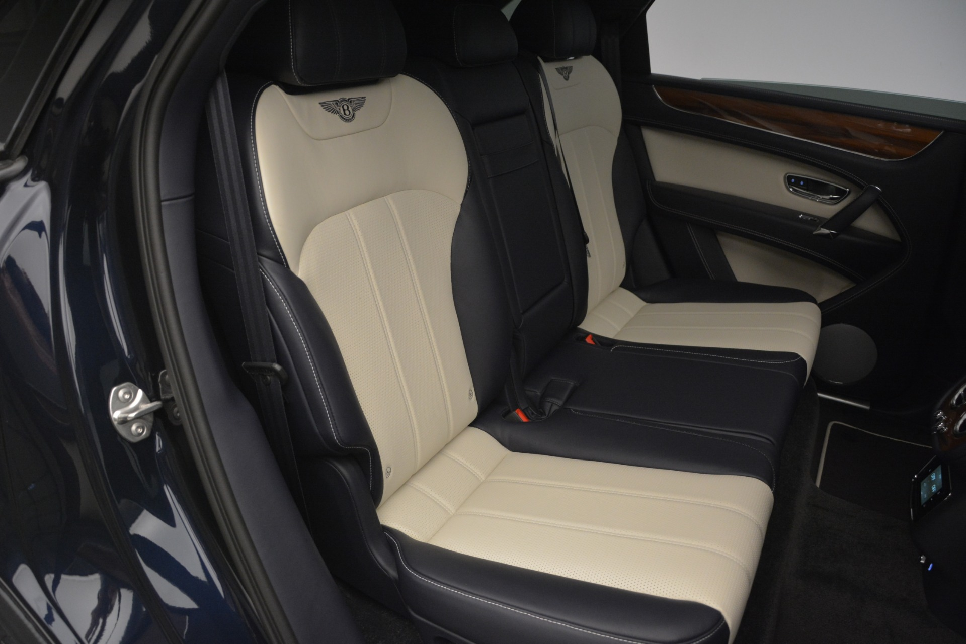 New 2019 Bentley Bentayga V8 For Sale In Greenwich, CT 2546_p25