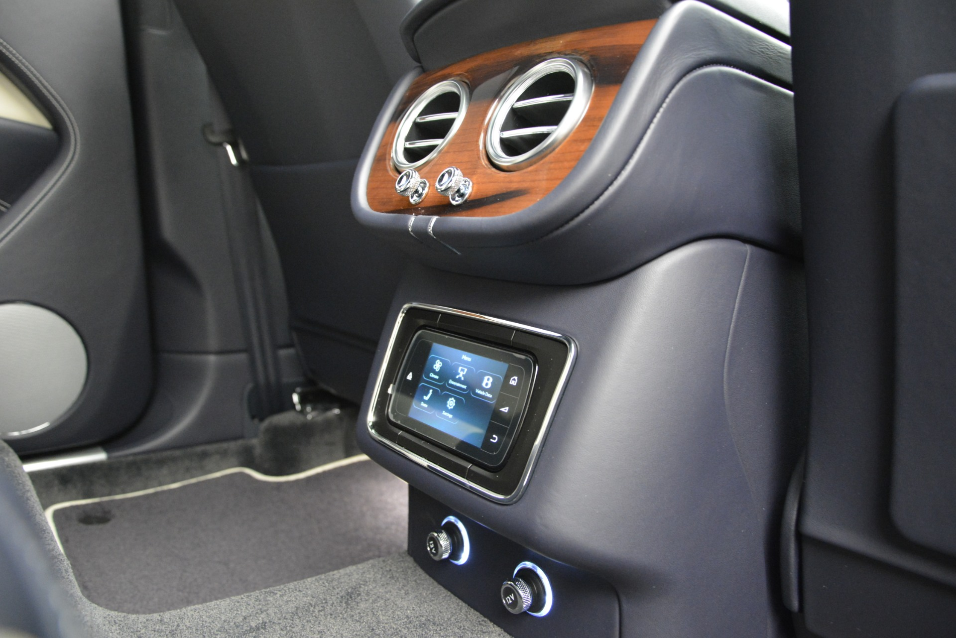 New 2019 Bentley Bentayga V8 For Sale In Greenwich, CT 2546_p26