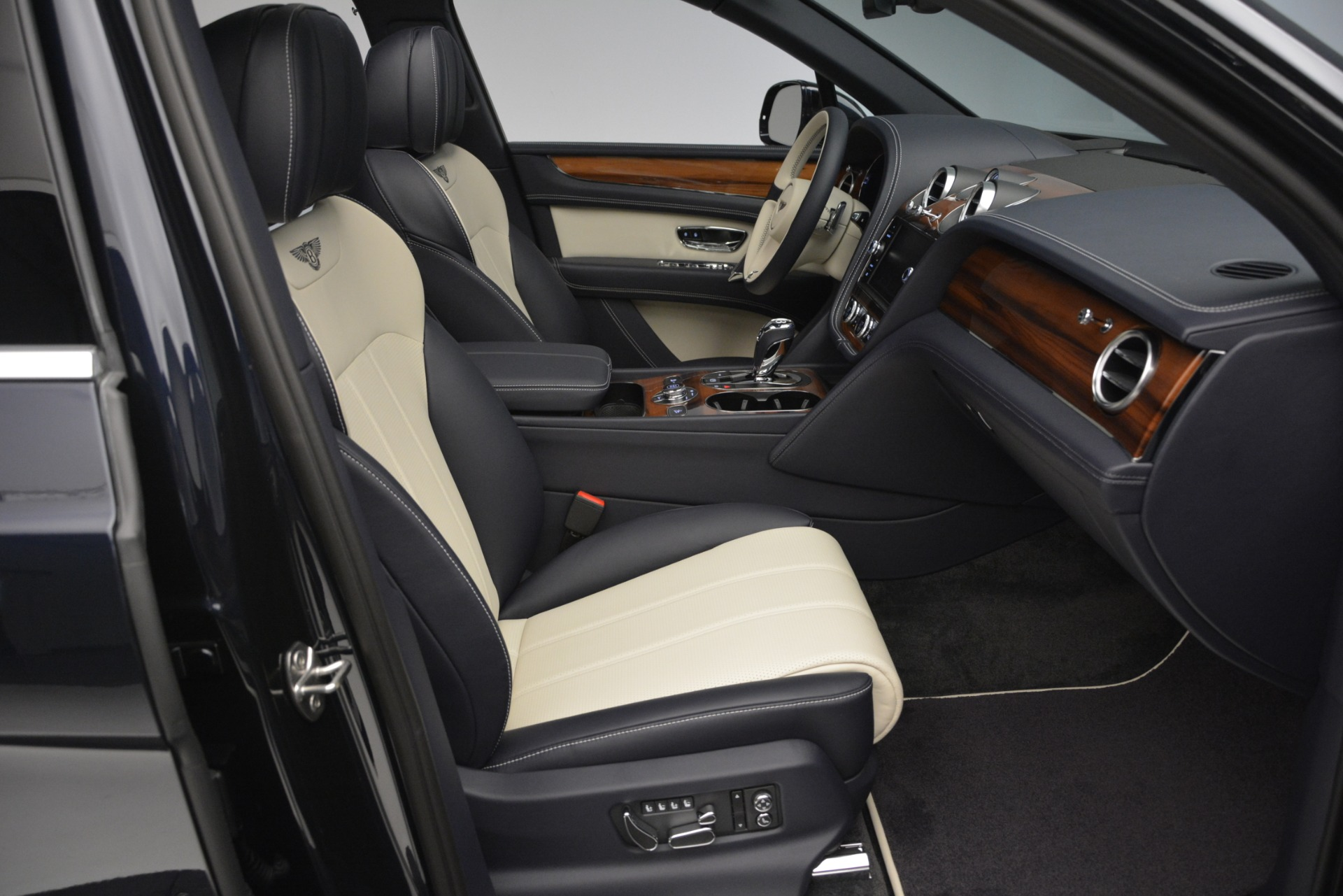 New 2019 Bentley Bentayga V8 For Sale In Greenwich, CT 2546_p28