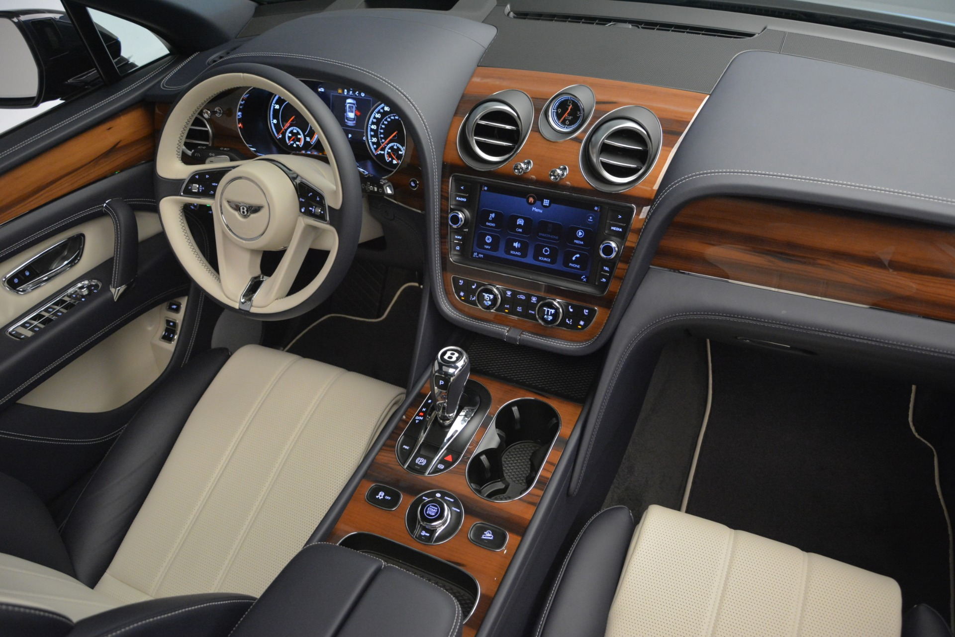 New 2019 Bentley Bentayga V8 For Sale In Greenwich, CT 2546_p31