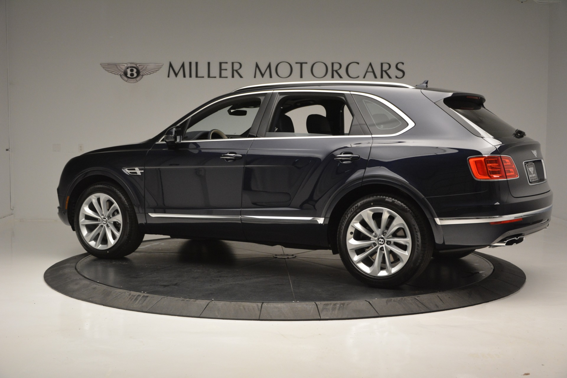 New 2019 Bentley Bentayga V8 For Sale In Greenwich, CT 2546_p4