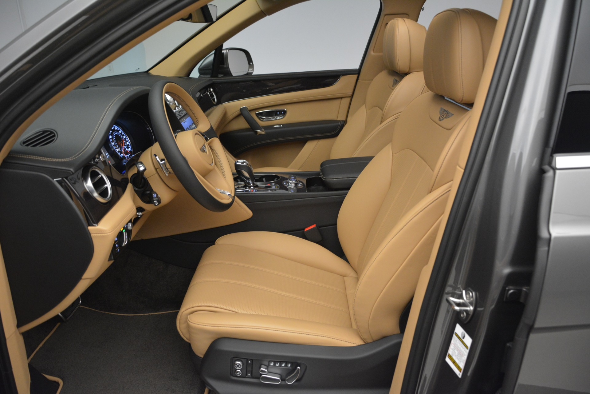 New 2019 Bentley Bentayga V8 For Sale In Greenwich, CT 2547_p18