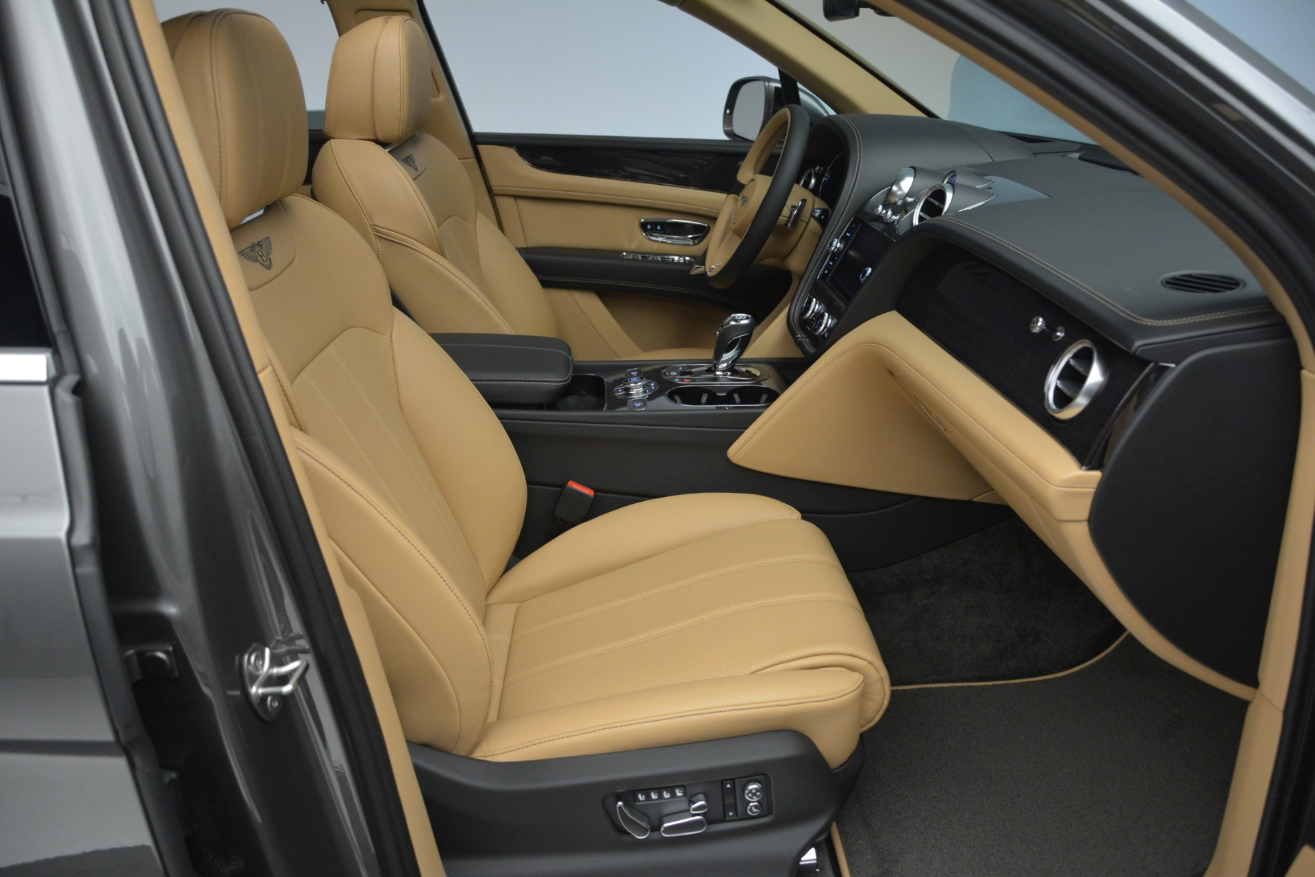New 2019 Bentley Bentayga V8 For Sale In Greenwich, CT 2547_p27