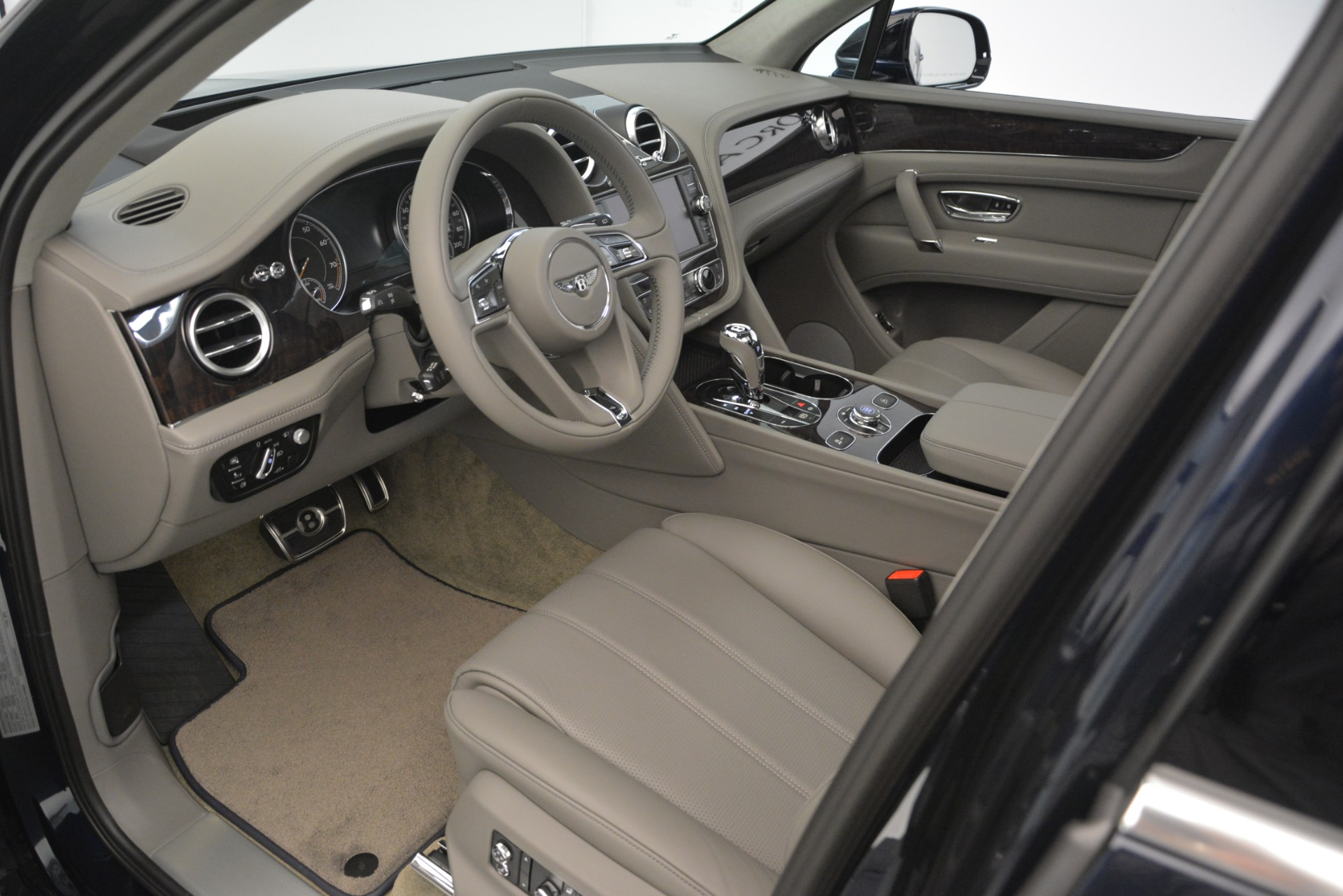 New 2019 Bentley Bentayga V8 For Sale In Greenwich, CT 2549_p17