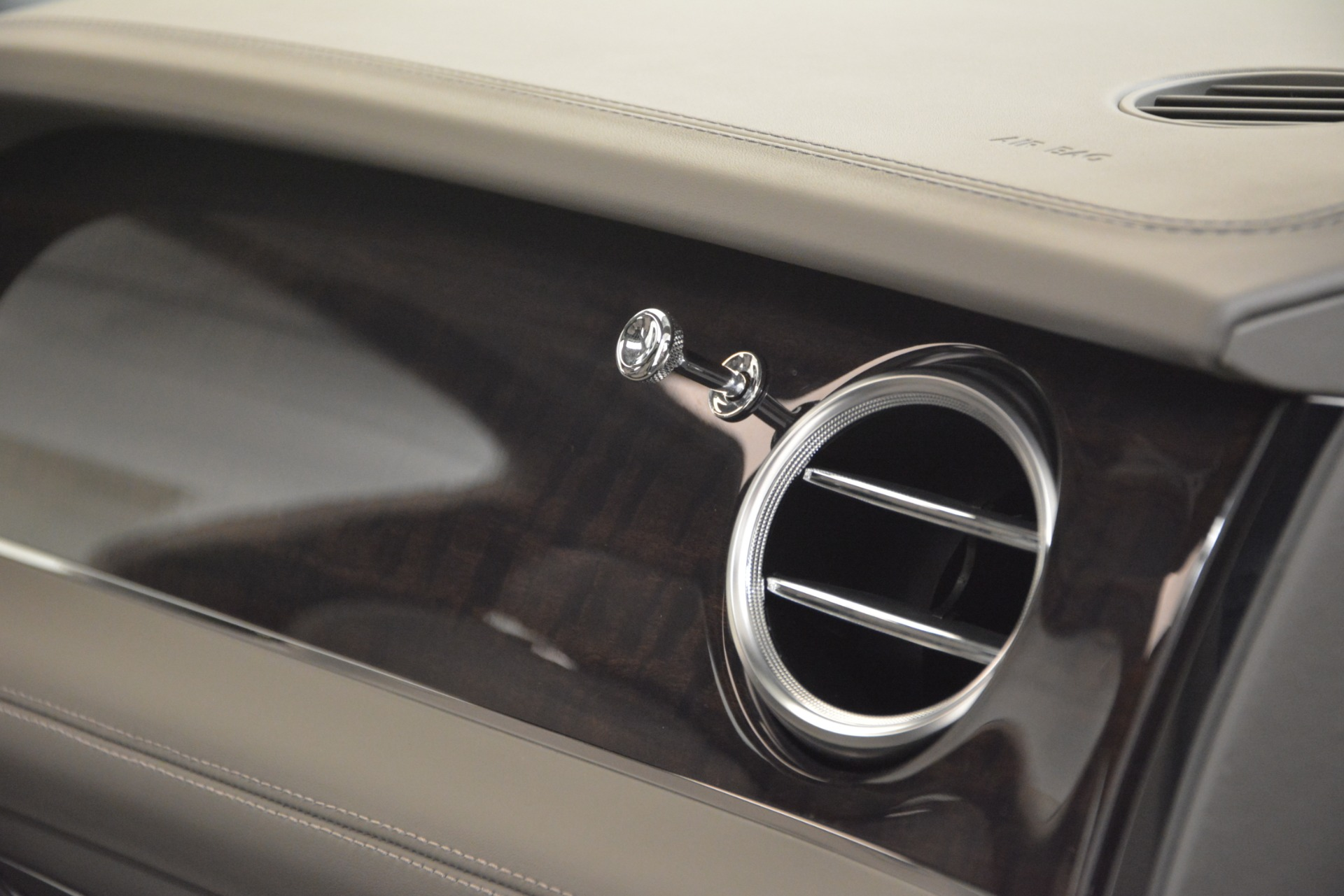 New 2019 Bentley Bentayga V8 For Sale In Greenwich, CT 2549_p23