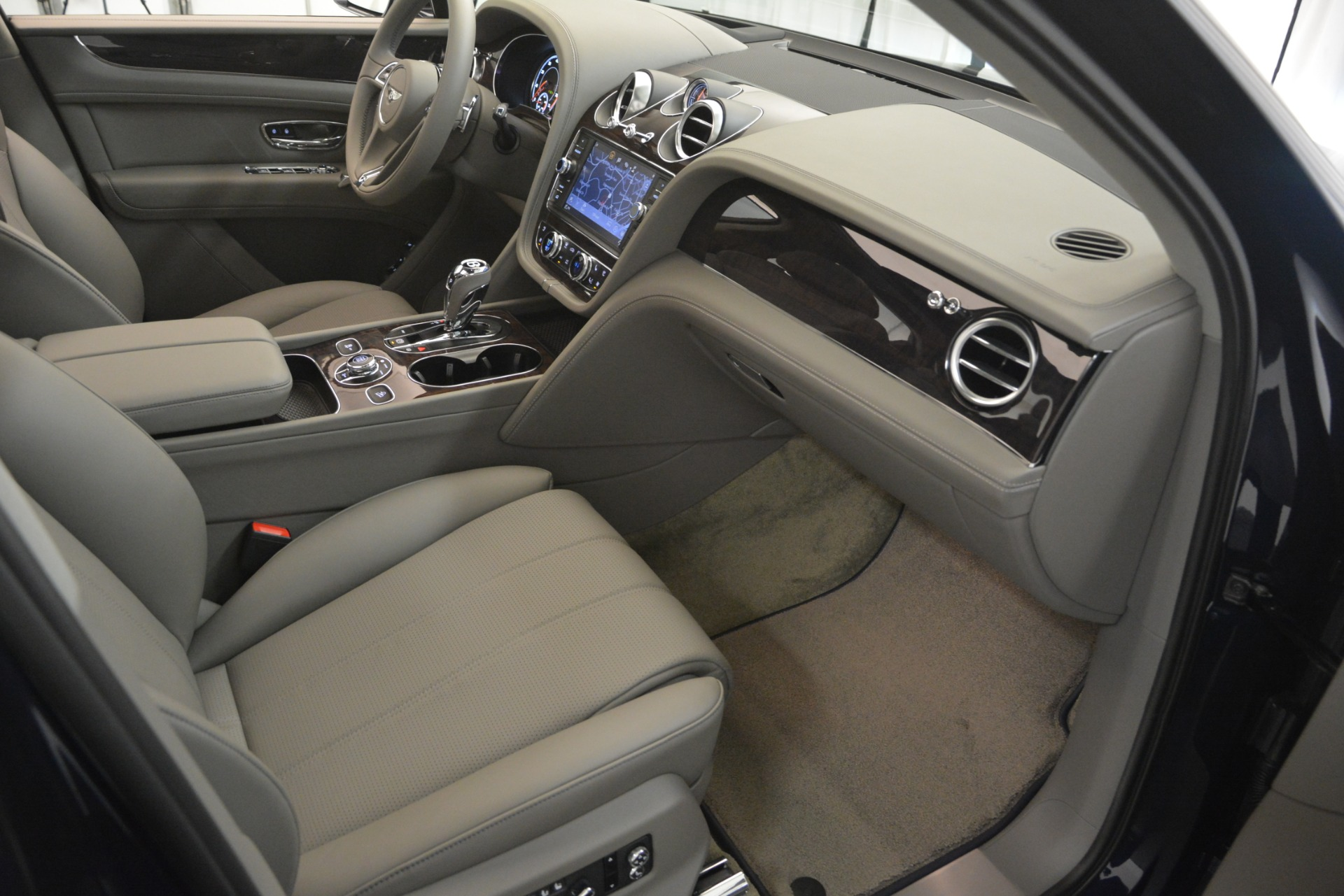 New 2019 Bentley Bentayga V8 For Sale In Greenwich, CT 2549_p27