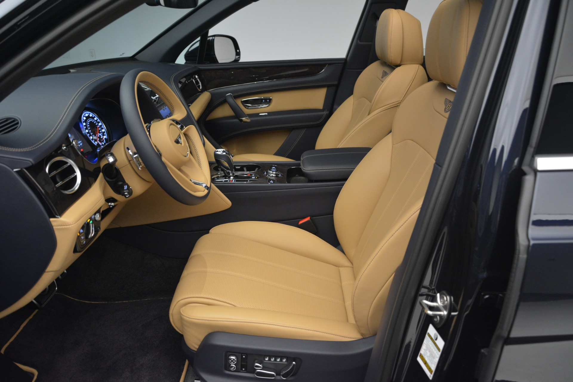 New 2019 Bentley Bentayga V8 For Sale In Greenwich, CT 2551_p18