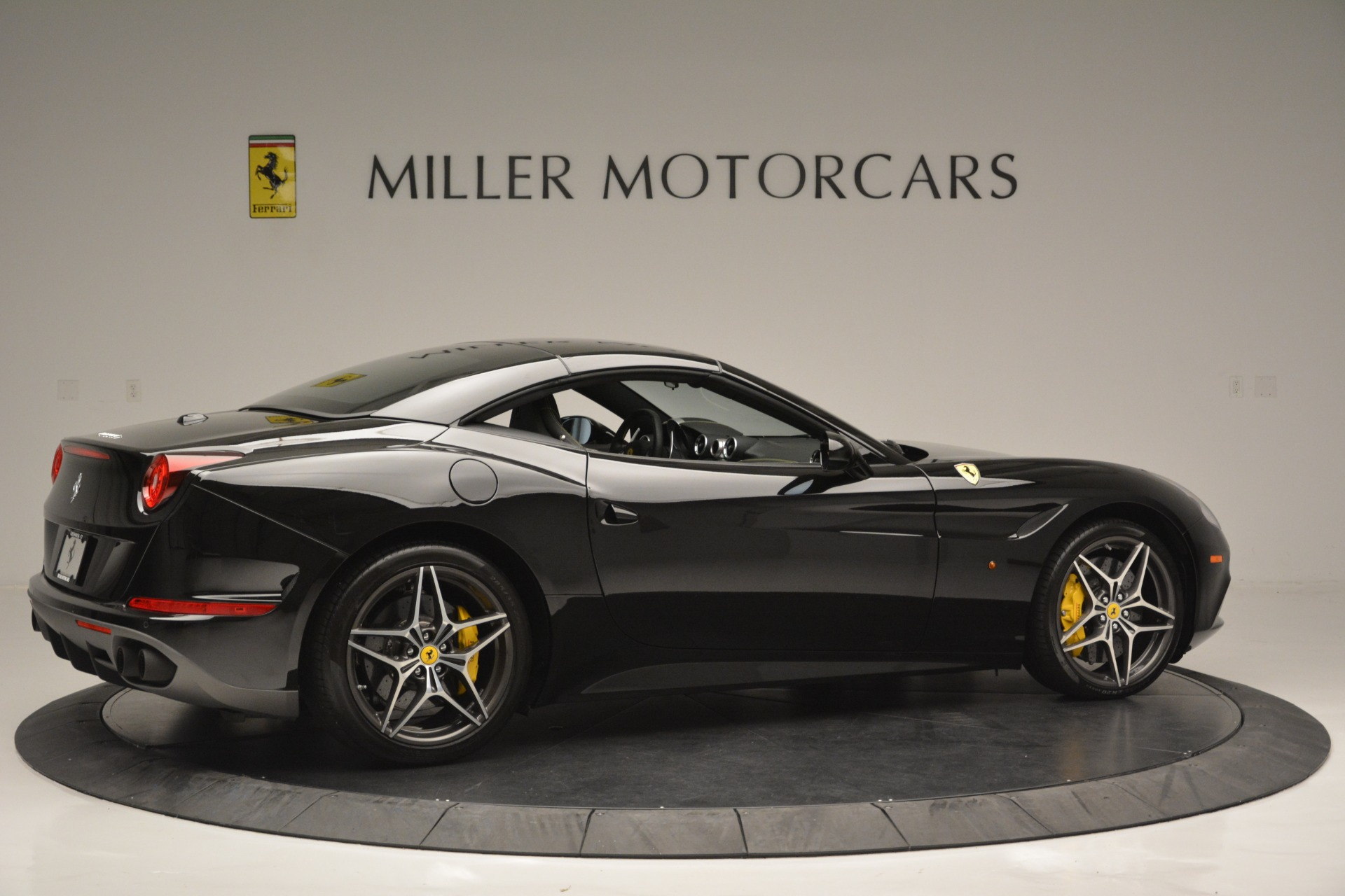 Used 2017 Ferrari California T Handling Speciale For Sale In Greenwich, CT 2554_p20