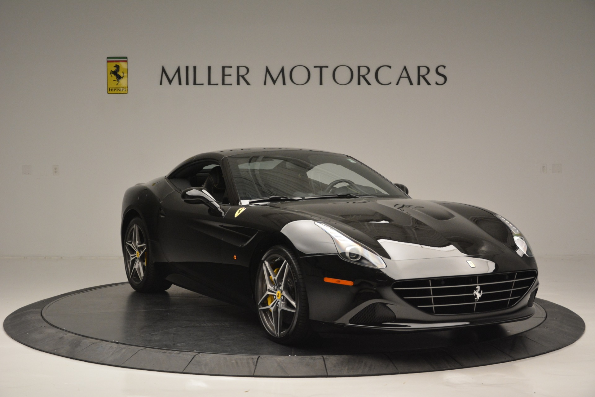 Used 2017 Ferrari California T Handling Speciale For Sale In Greenwich, CT 2554_p23