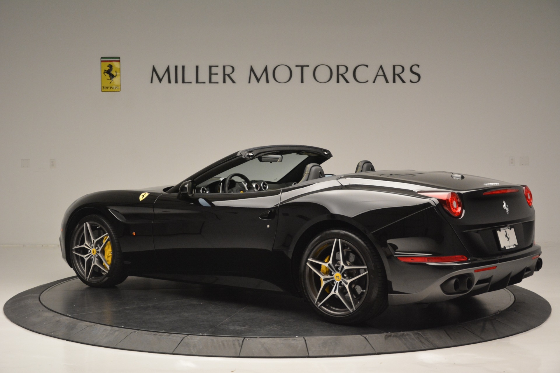 Used 2017 Ferrari California T Handling Speciale For Sale In Greenwich, CT 2554_p4