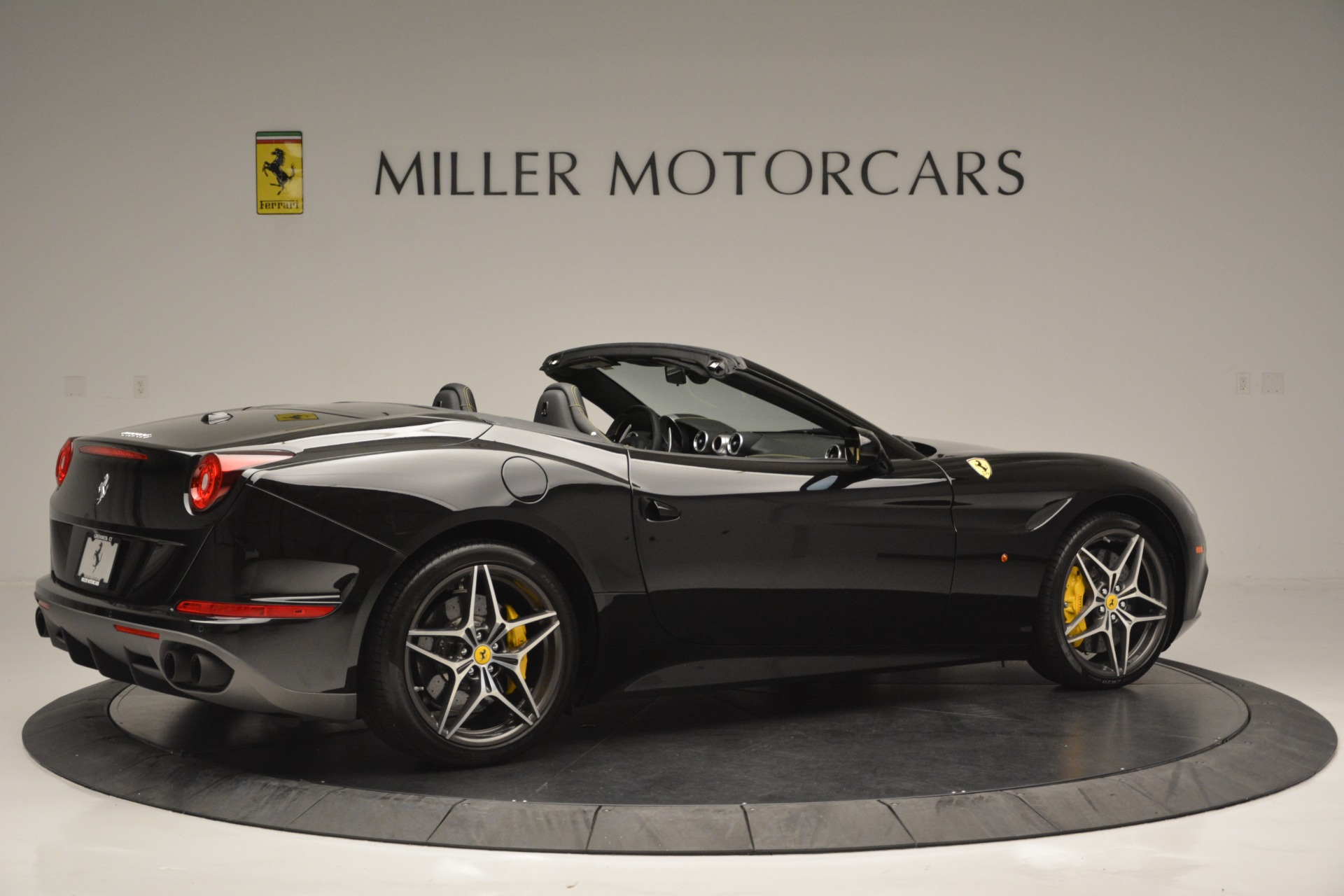 Used 2017 Ferrari California T Handling Speciale For Sale In Greenwich, CT 2554_p8