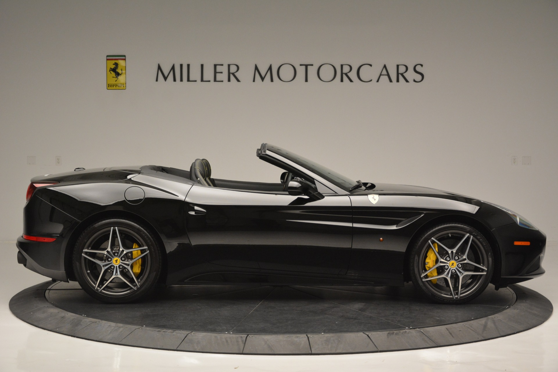 Used 2017 Ferrari California T Handling Speciale For Sale In Greenwich, CT 2554_p9