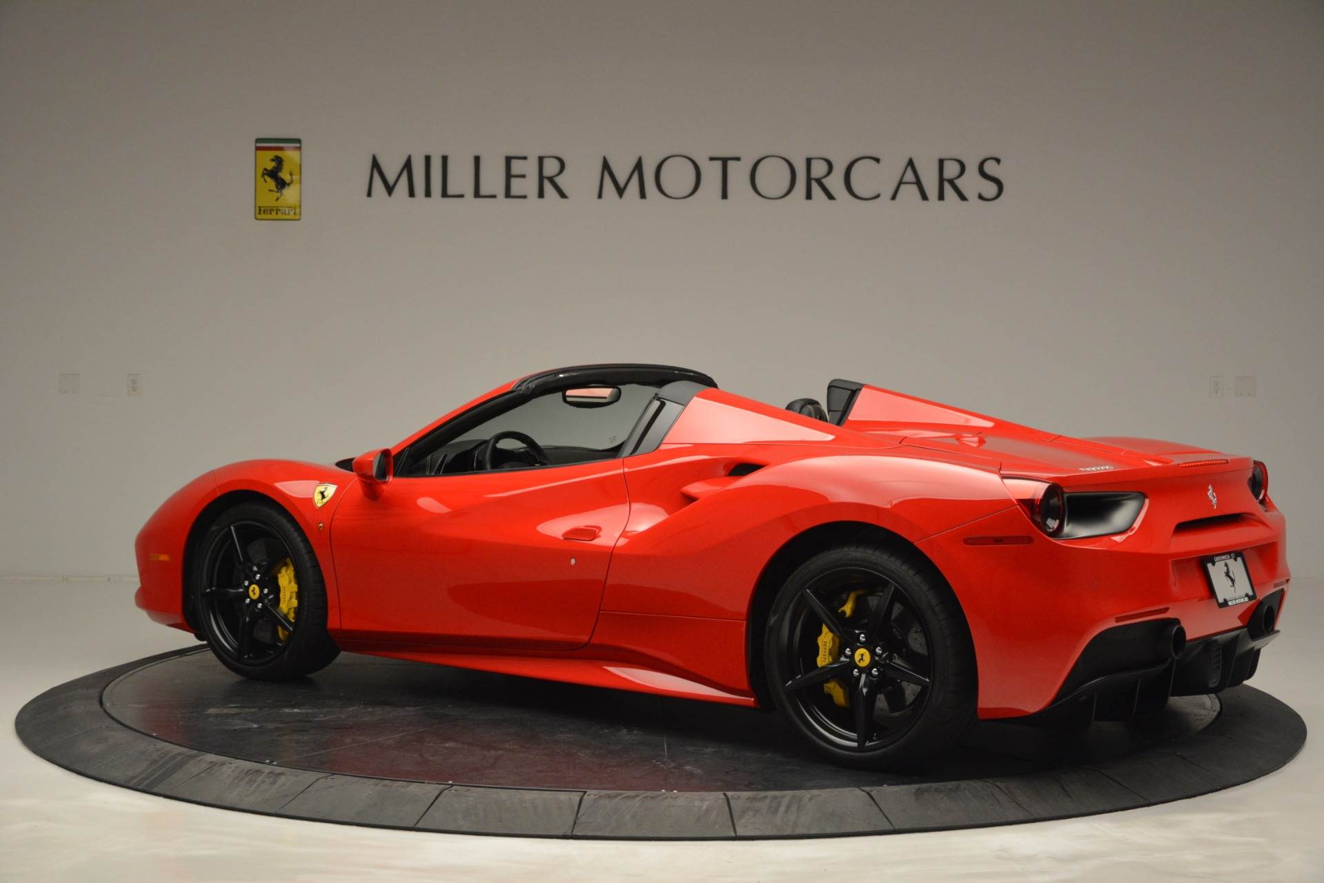 Used 2018 Ferrari 488 Spider  For Sale In Greenwich, CT 2570_p4