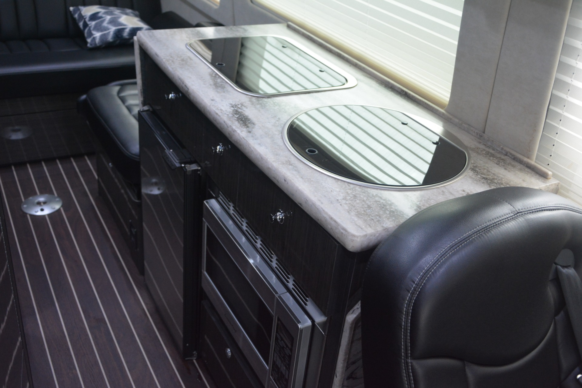 Used 2014 Mercedes-Benz Sprinter 3500 Airstream Lounge Extended For Sale In Greenwich, CT 2595_p21