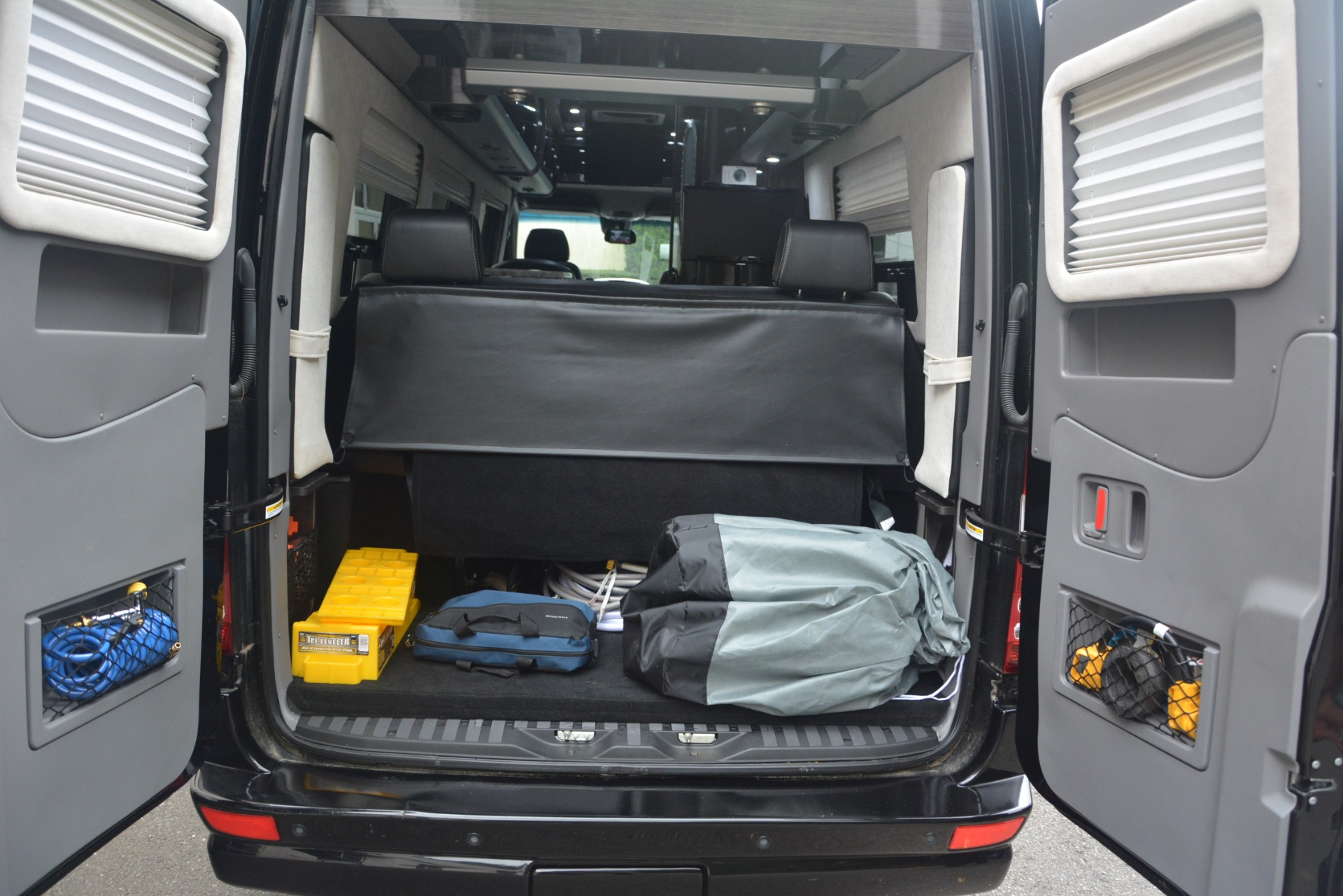 Used 2014 Mercedes-Benz Sprinter 3500 Airstream Lounge Extended For Sale In Greenwich, CT 2595_p26