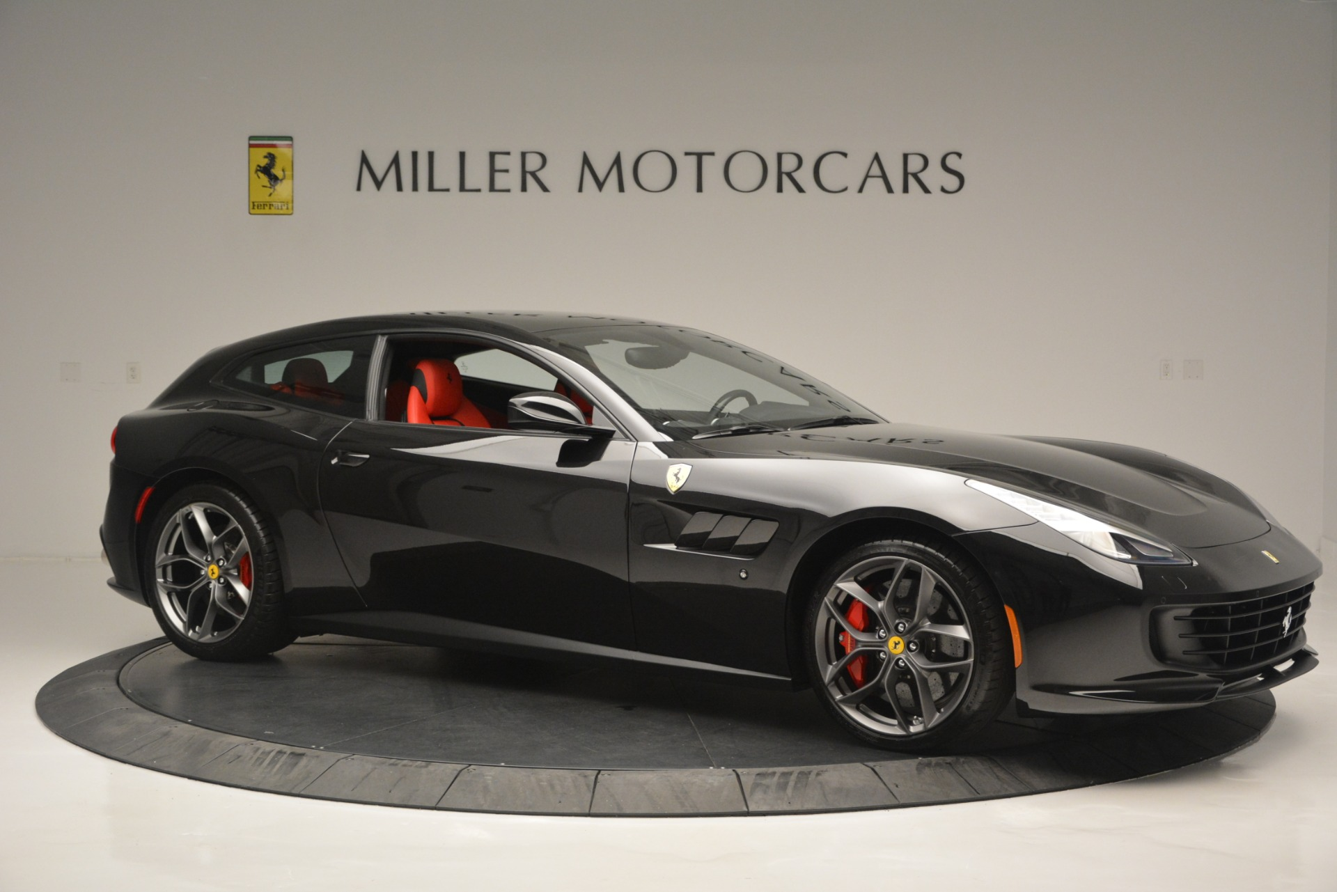 Used 2018 Ferrari GTC4Lusso T  For Sale In Greenwich, CT 2598_p10