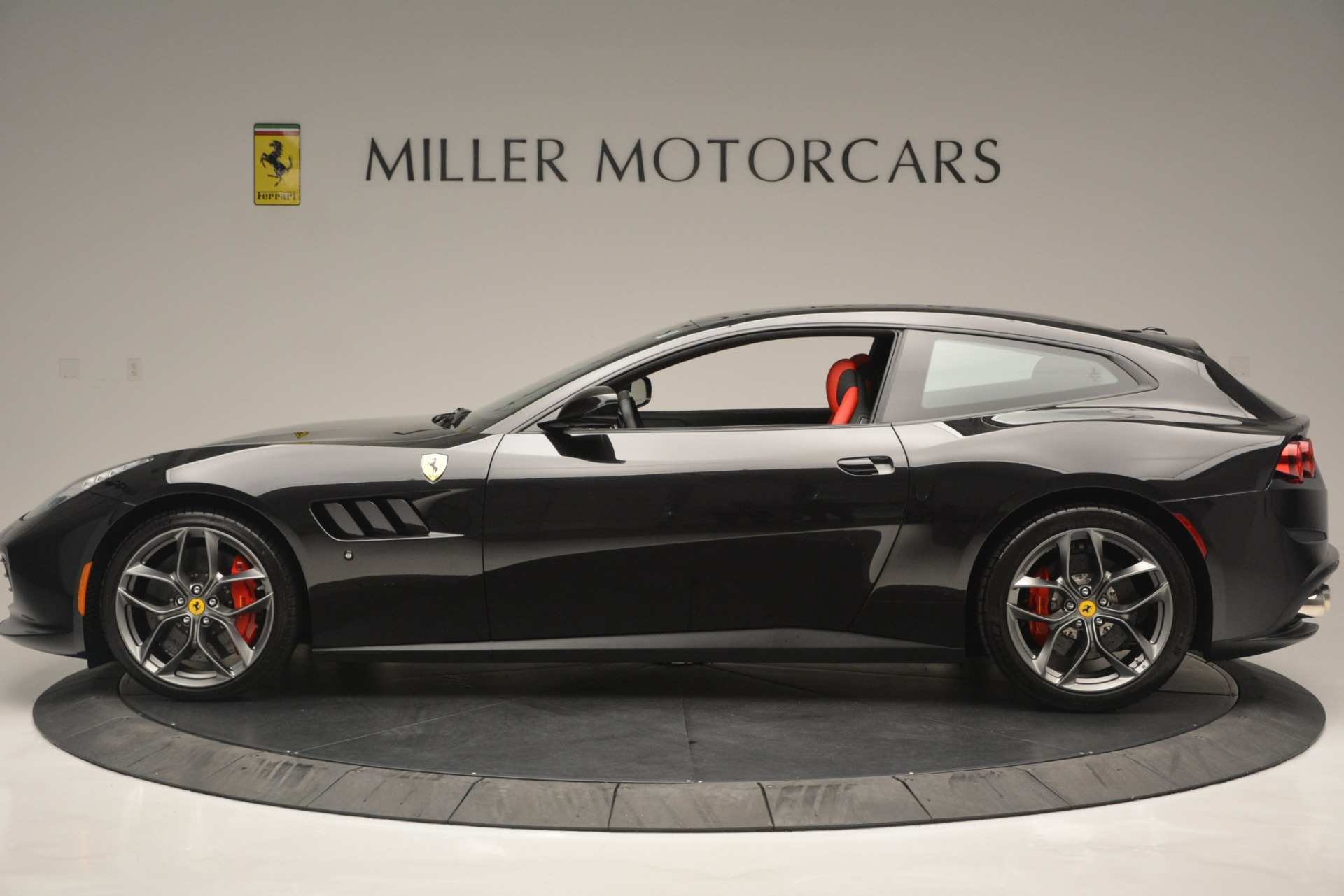 Used 2018 Ferrari GTC4Lusso T  For Sale In Greenwich, CT 2598_p3