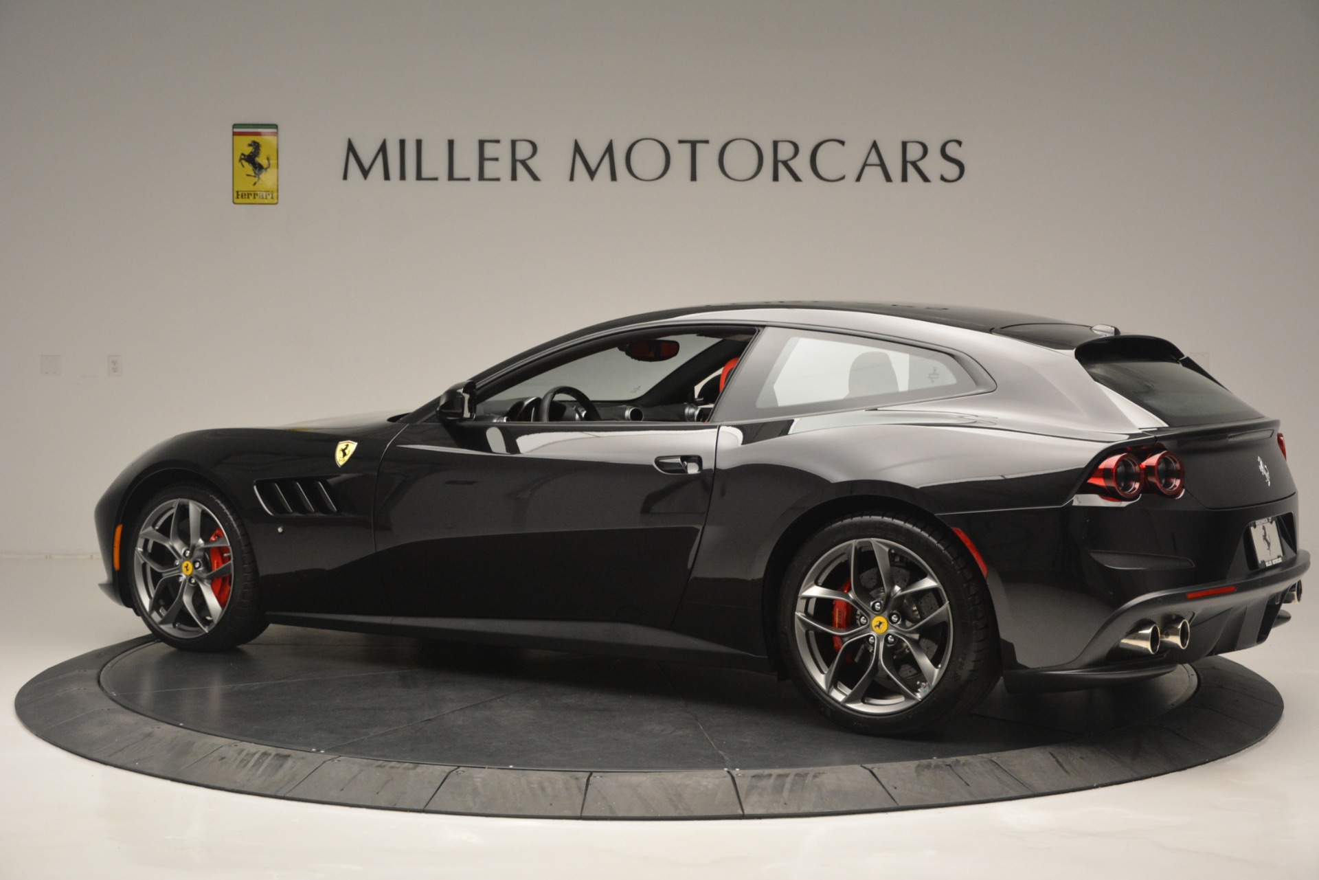 Used 2018 Ferrari GTC4Lusso T  For Sale In Greenwich, CT 2598_p4