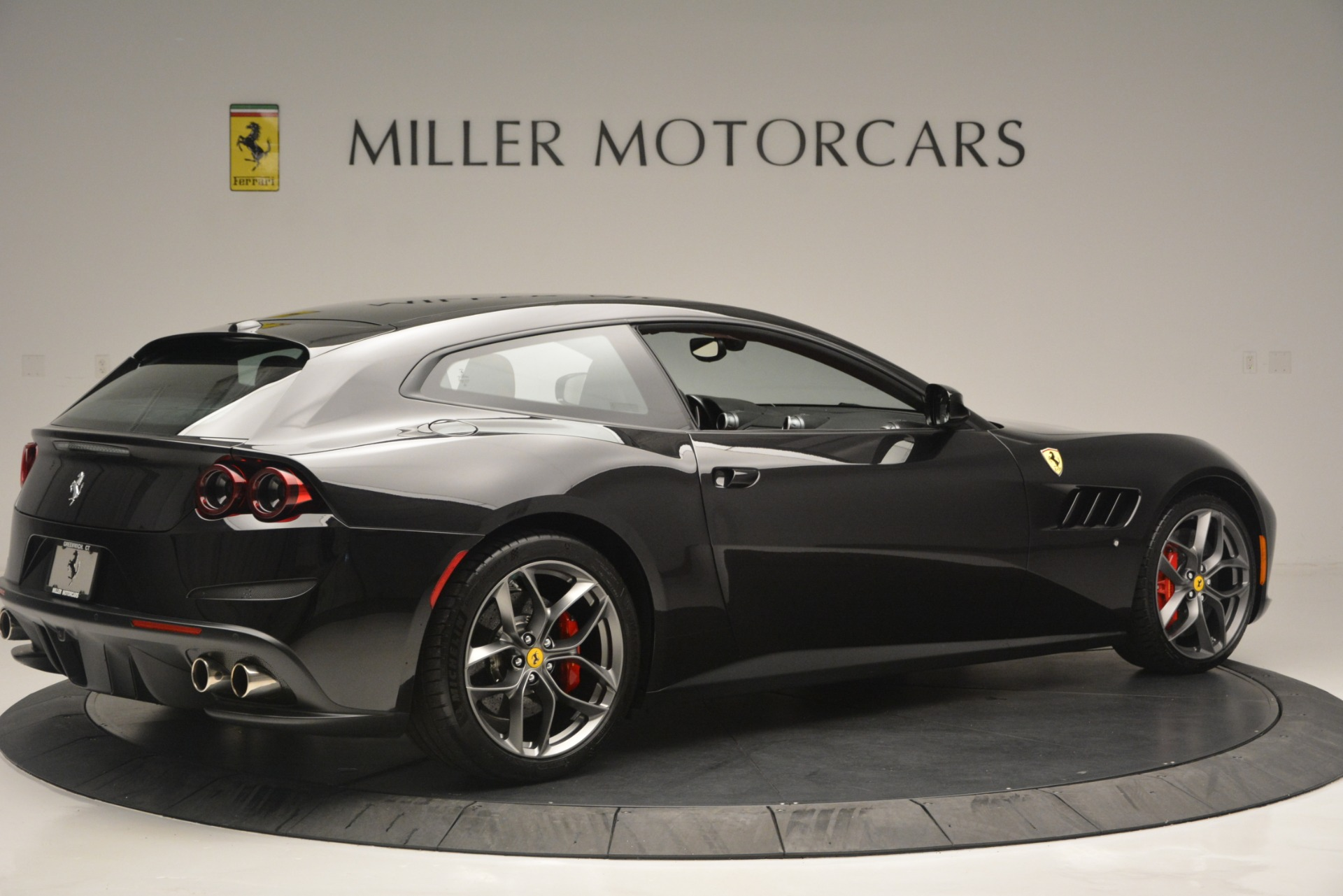 Used 2018 Ferrari GTC4Lusso T  For Sale In Greenwich, CT 2598_p8