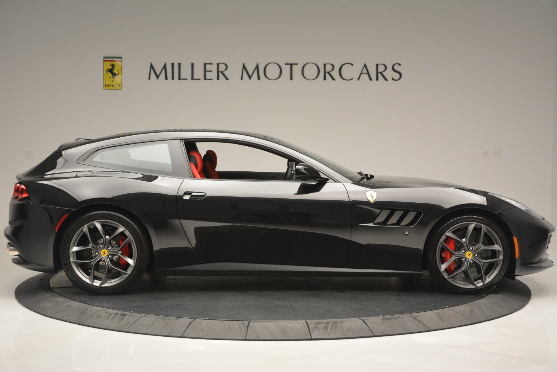 Used 2018 Ferrari GTC4Lusso T  For Sale In Greenwich, CT 2598_p9
